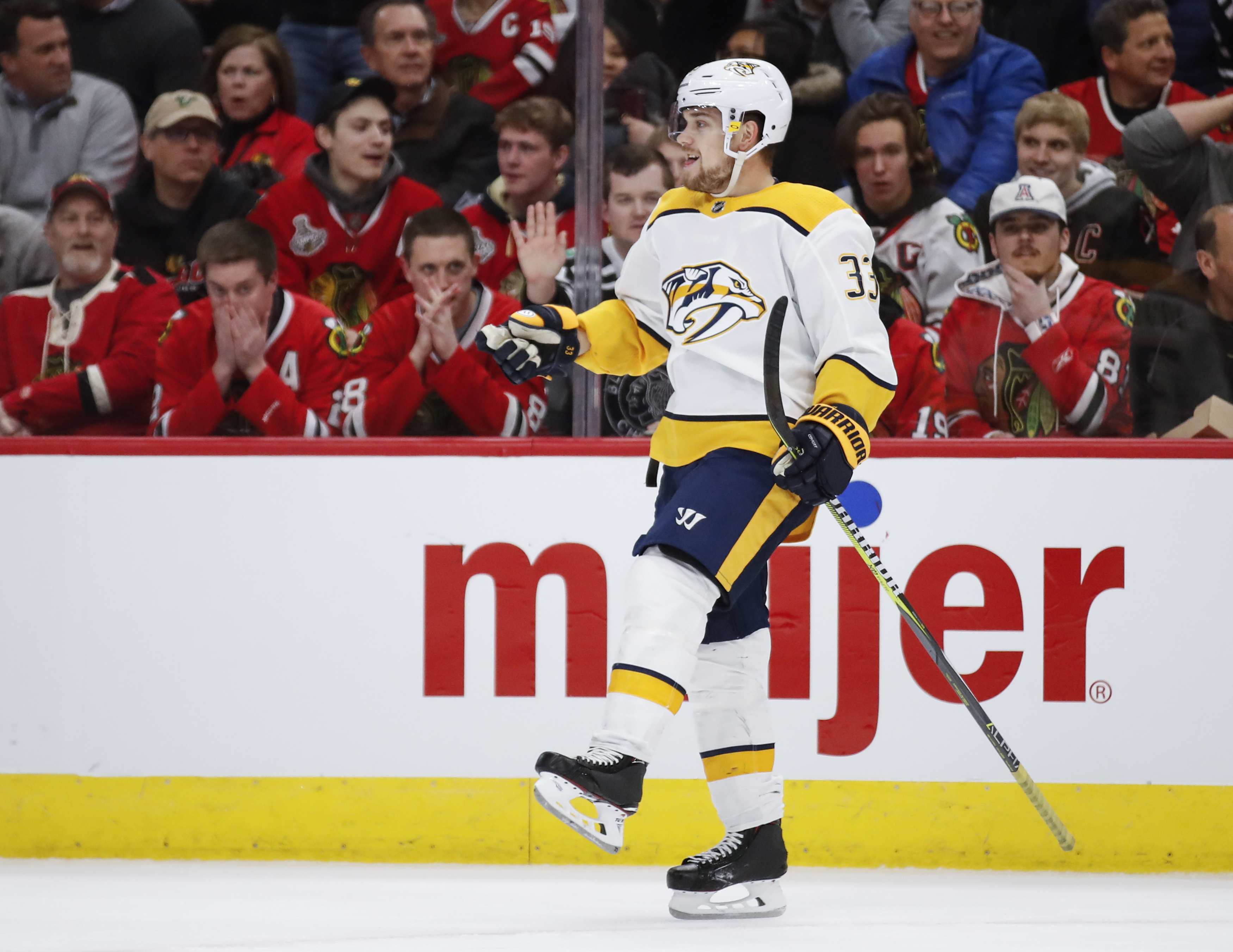 Forsberg leads Predators past Blackhawks 4-3