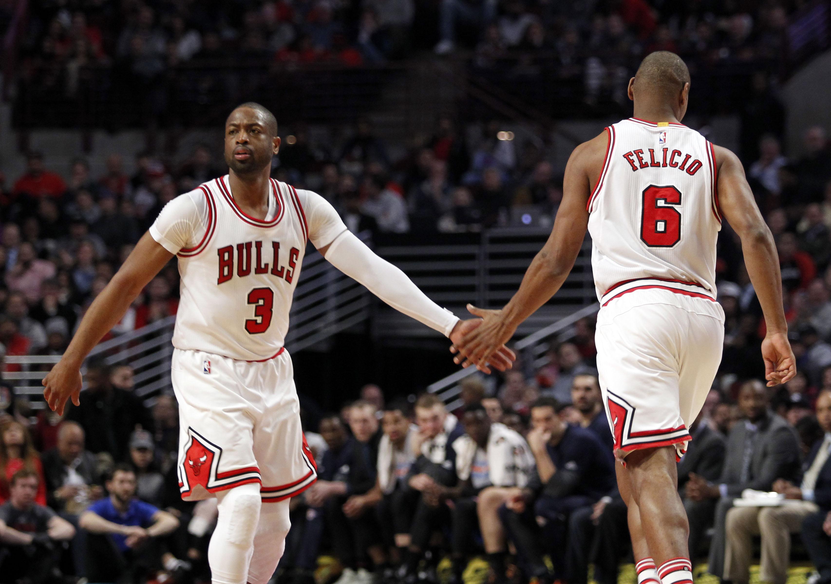 Bulls' Cristiano Felicio emphatically blocks Eric Gordon (Video)