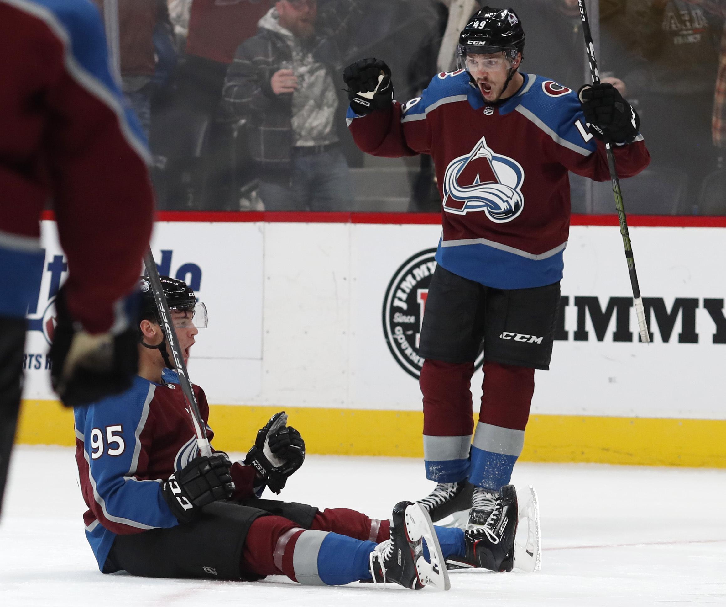 Burakovsky scores late goal, Avalanche beat Bruins 4-2