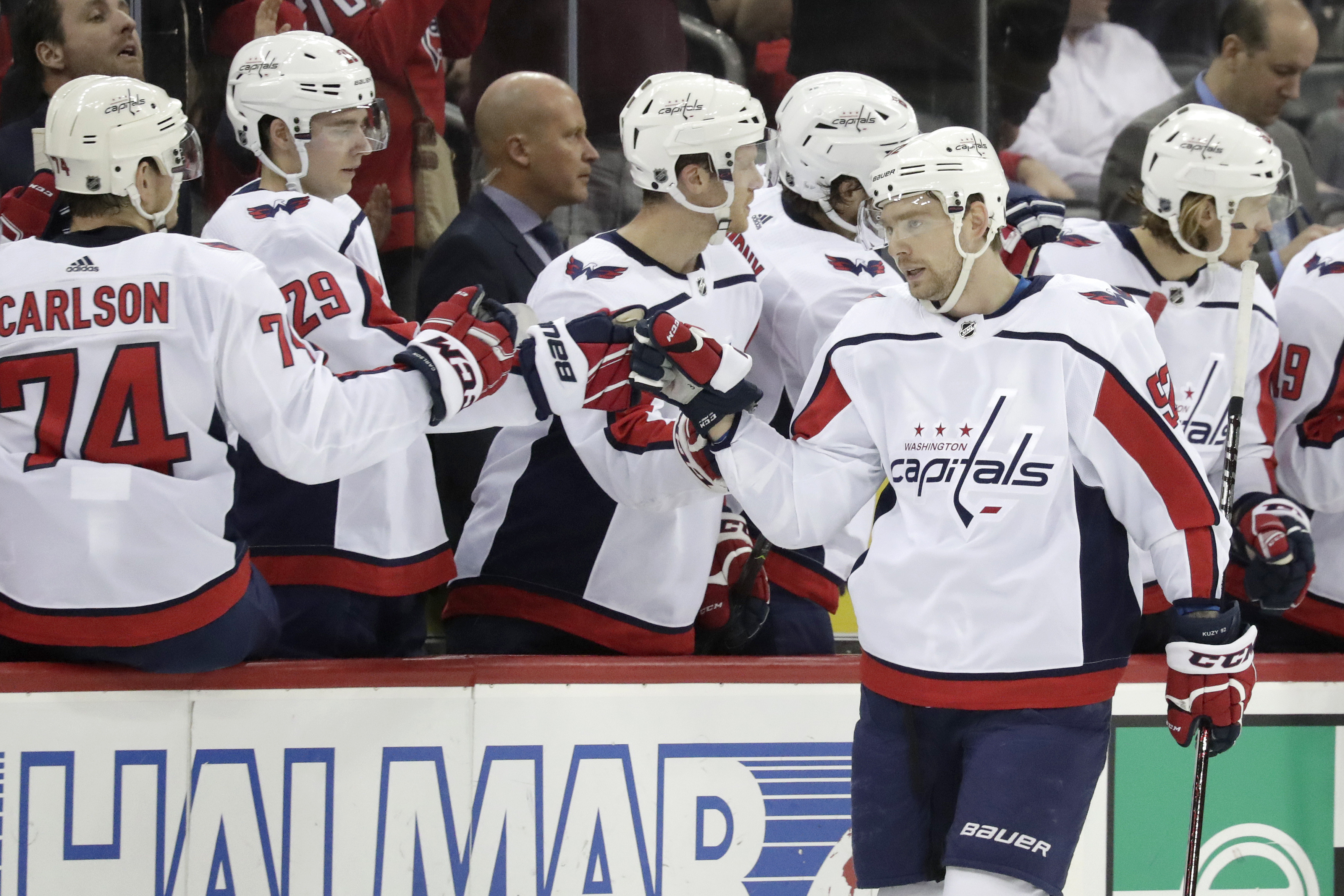 Connolly leads Caps into 1st place with 4-1 win over Devils
