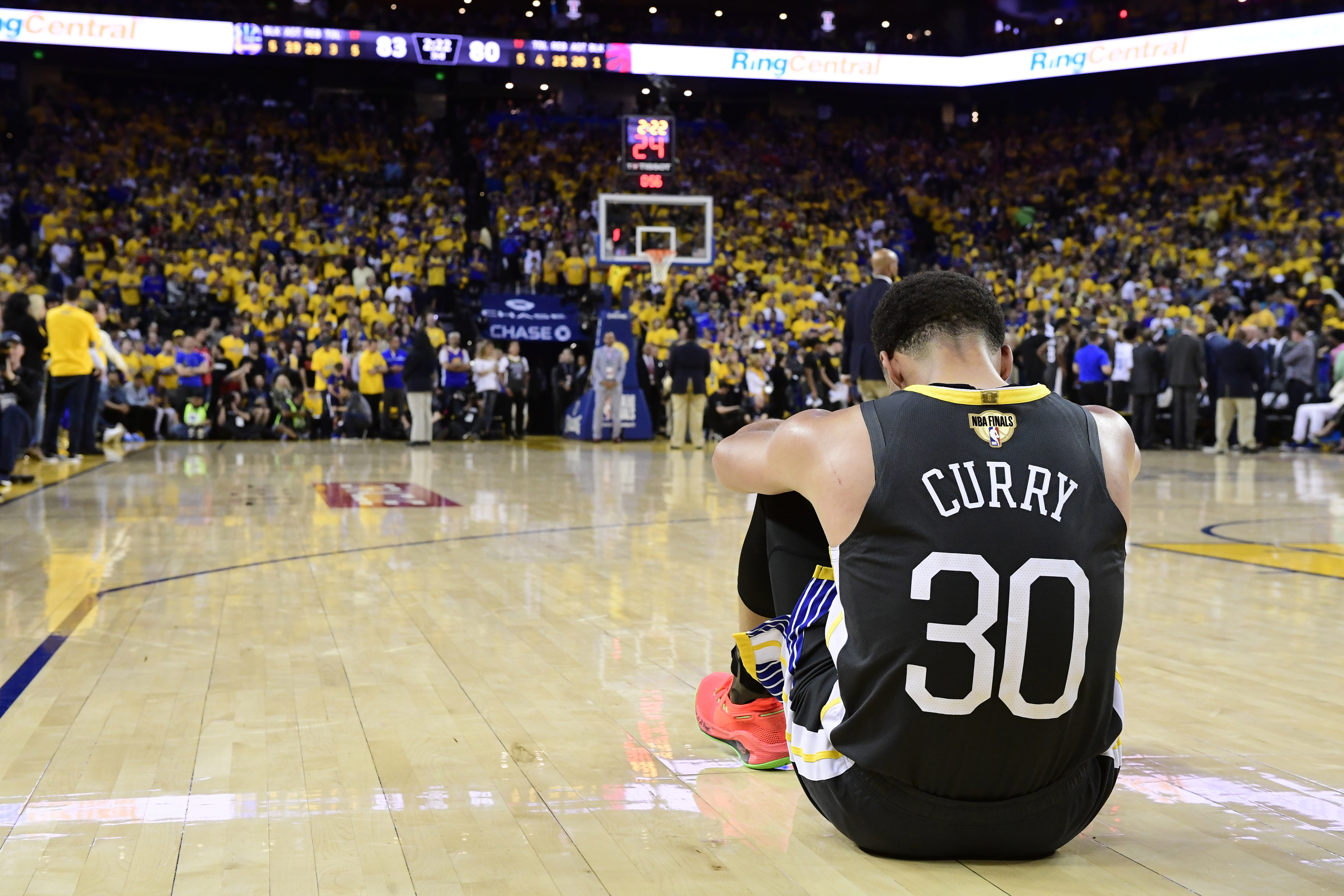 Klay Thompson sustains torn left ACL in Warriors' loss