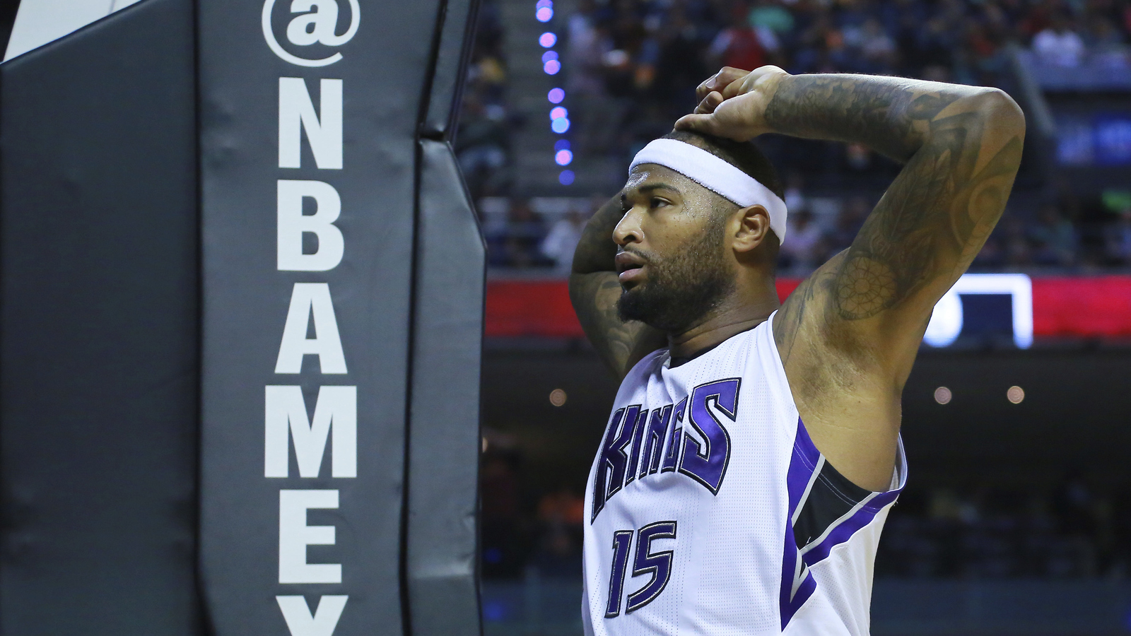 Cousins' manager tossed for slap at Terry, Kings top Rockets