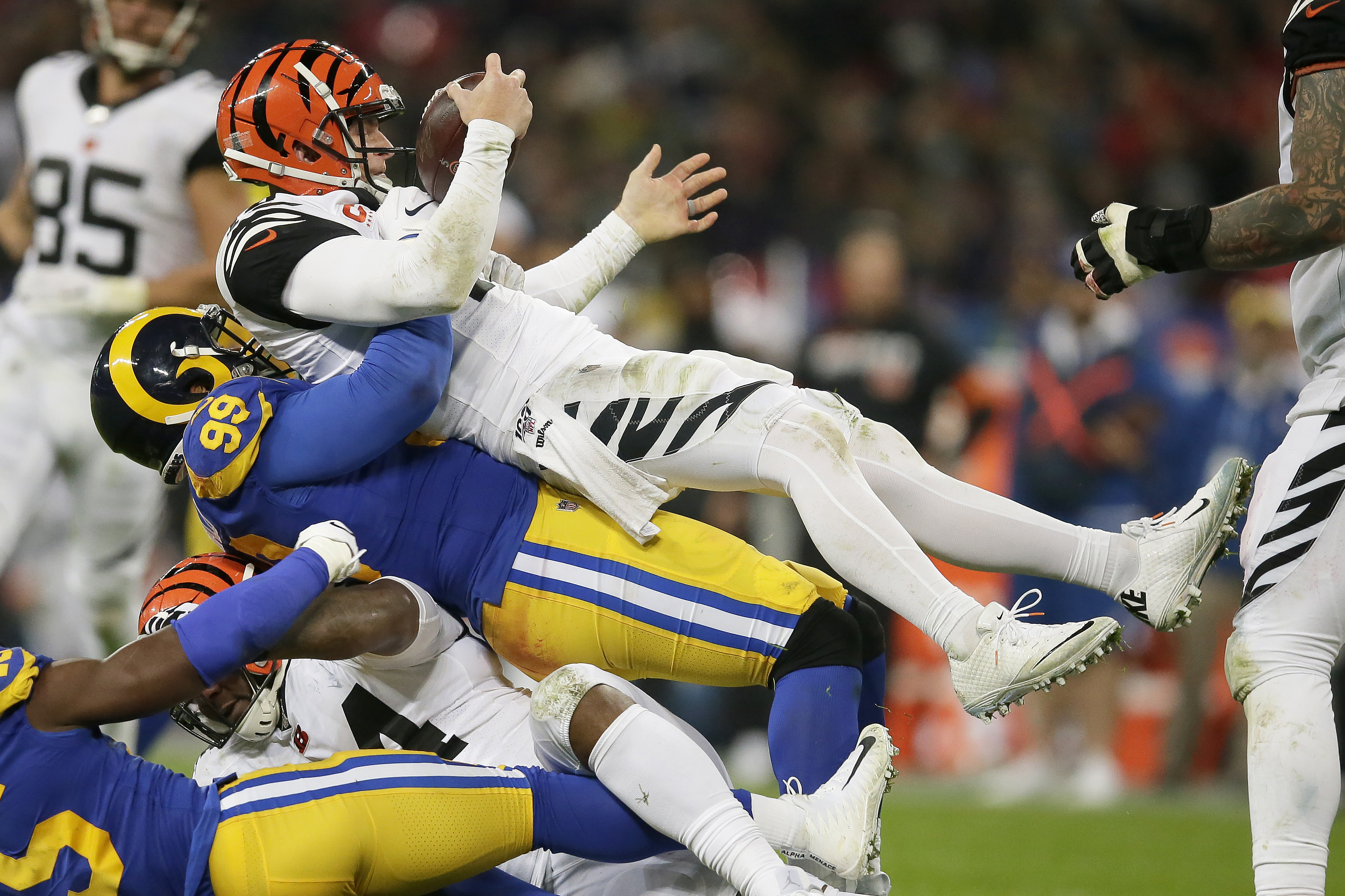 Bengals bench Andy Dalton, turn to rookie after 0-8 start