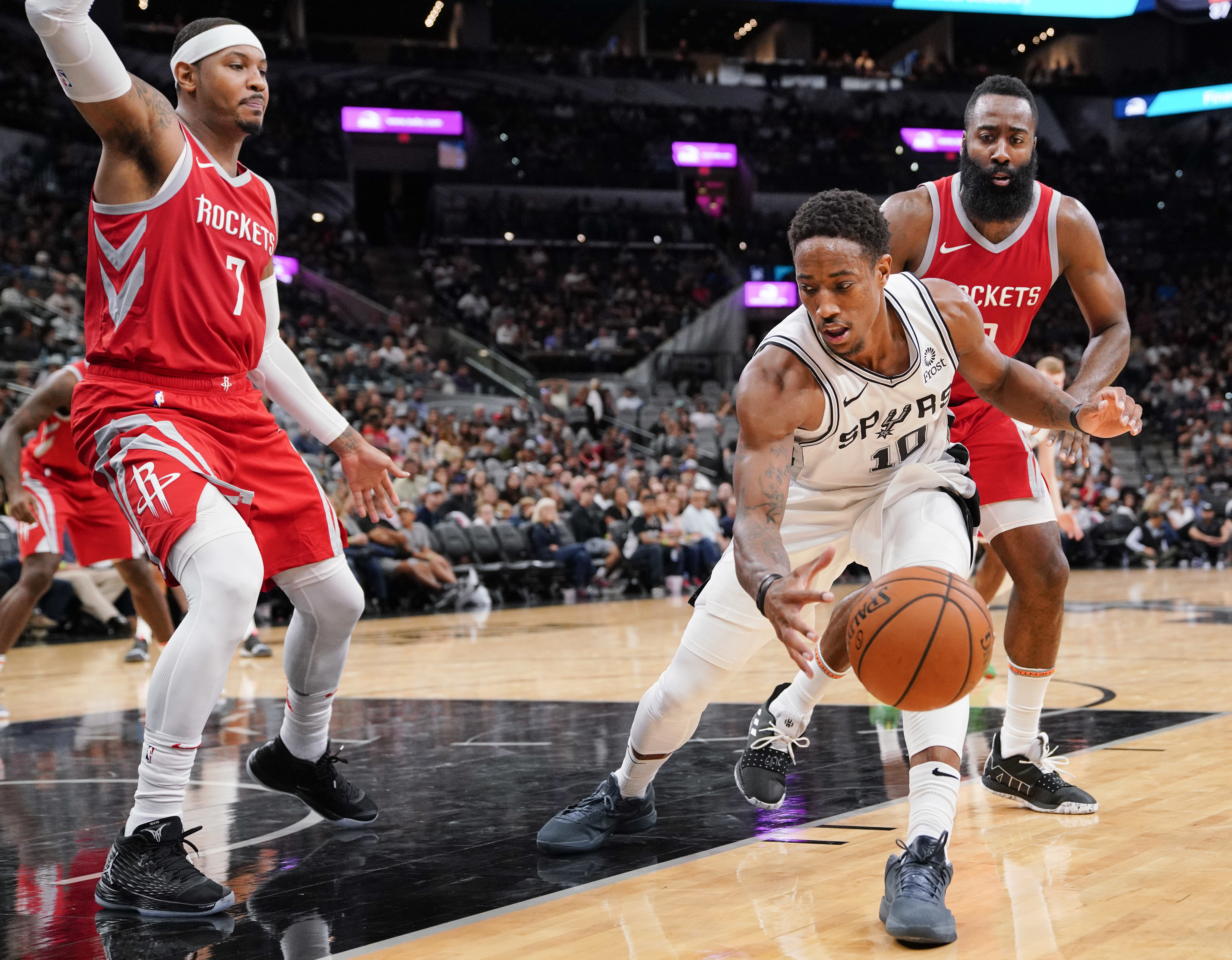 Murray's knee injury another Spurs concern as season nears