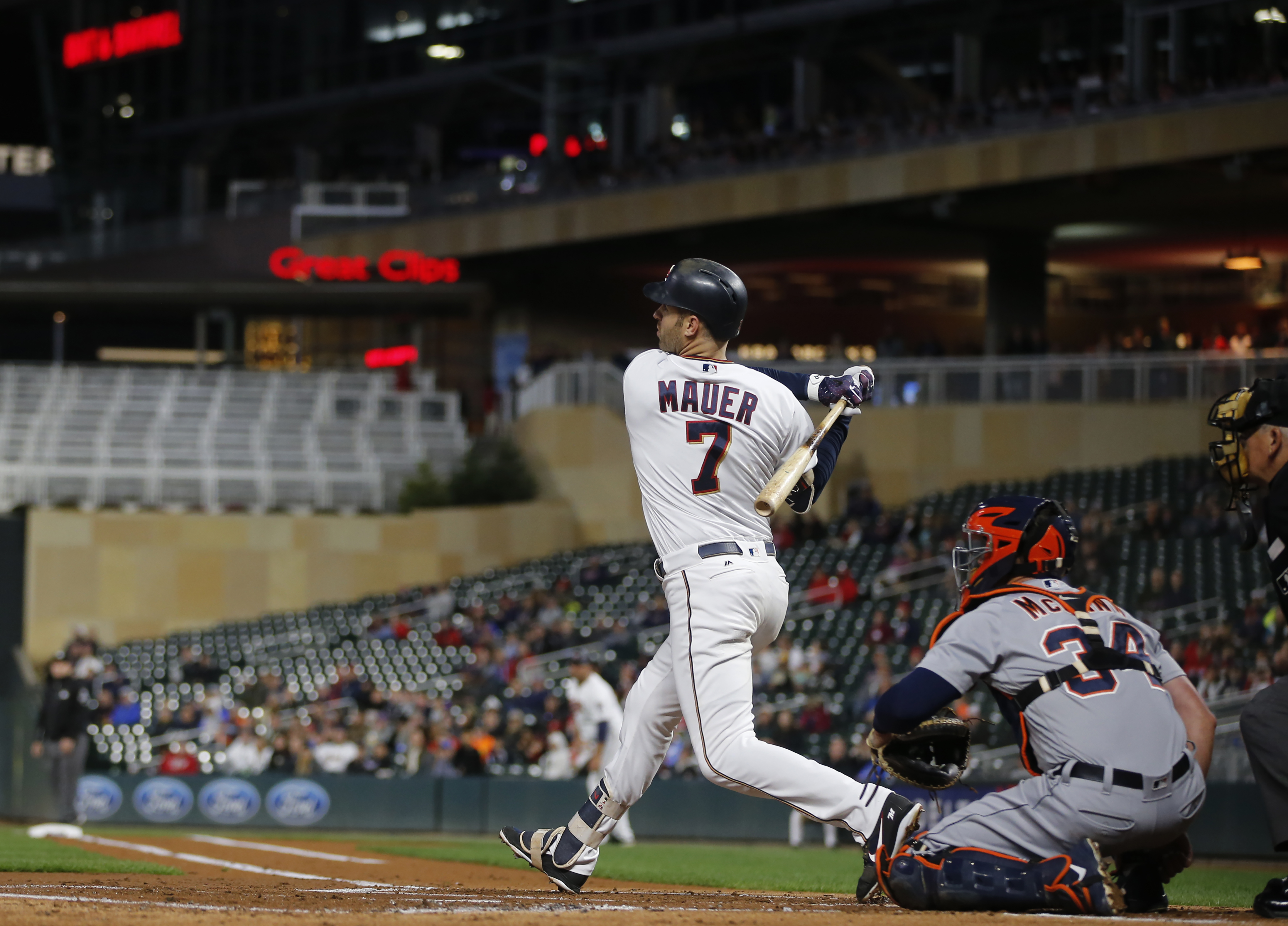 Castro's hit starts rally, leads Tigers past Twins 4-2