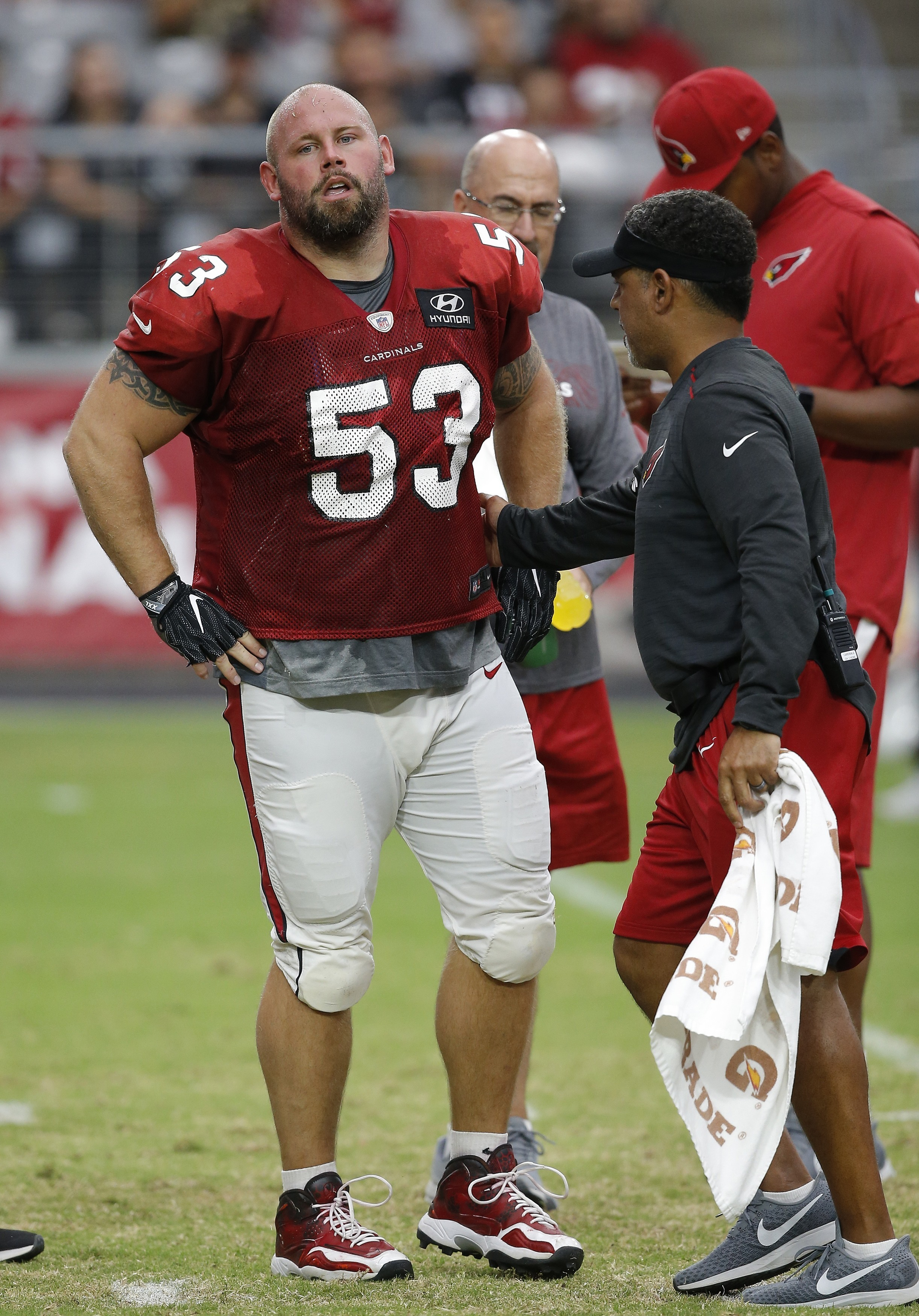 Cardinals center Shipley tears ACL, rookie Cole replaces him