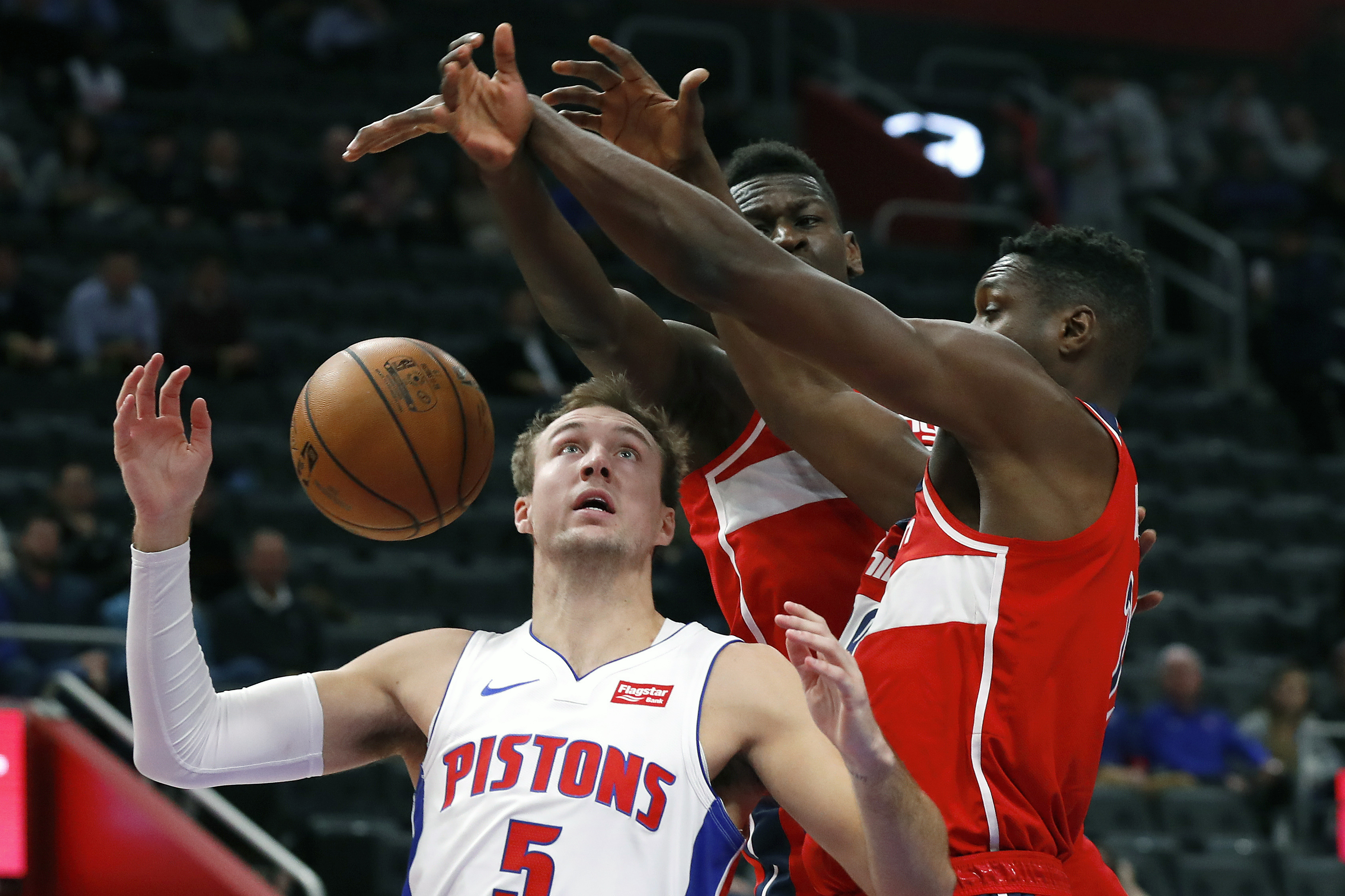 Pistons guard Luke Kennard out 2 weeks with knee tendinitis
