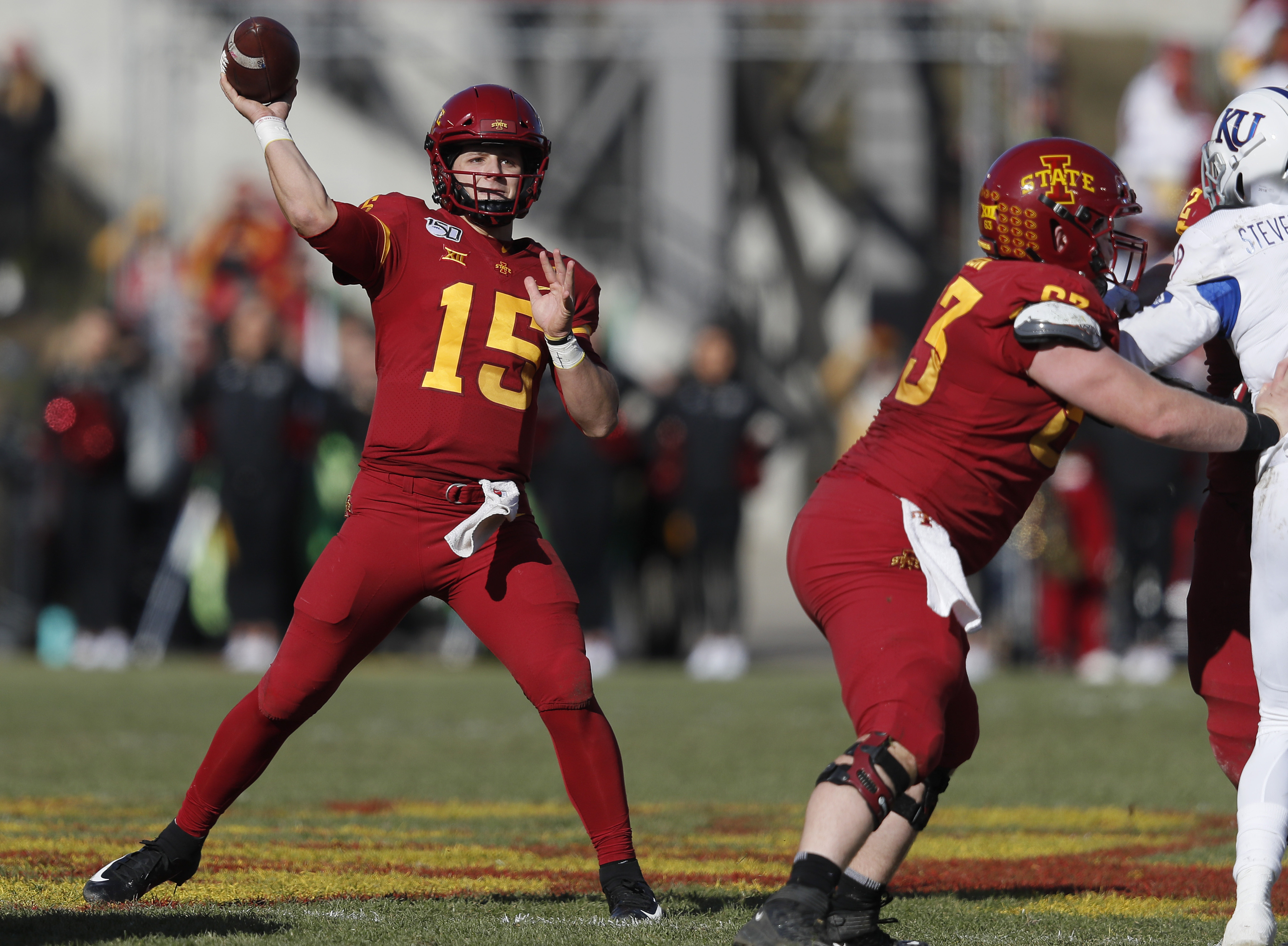 Iowa State rallies to top Kansas 41-31