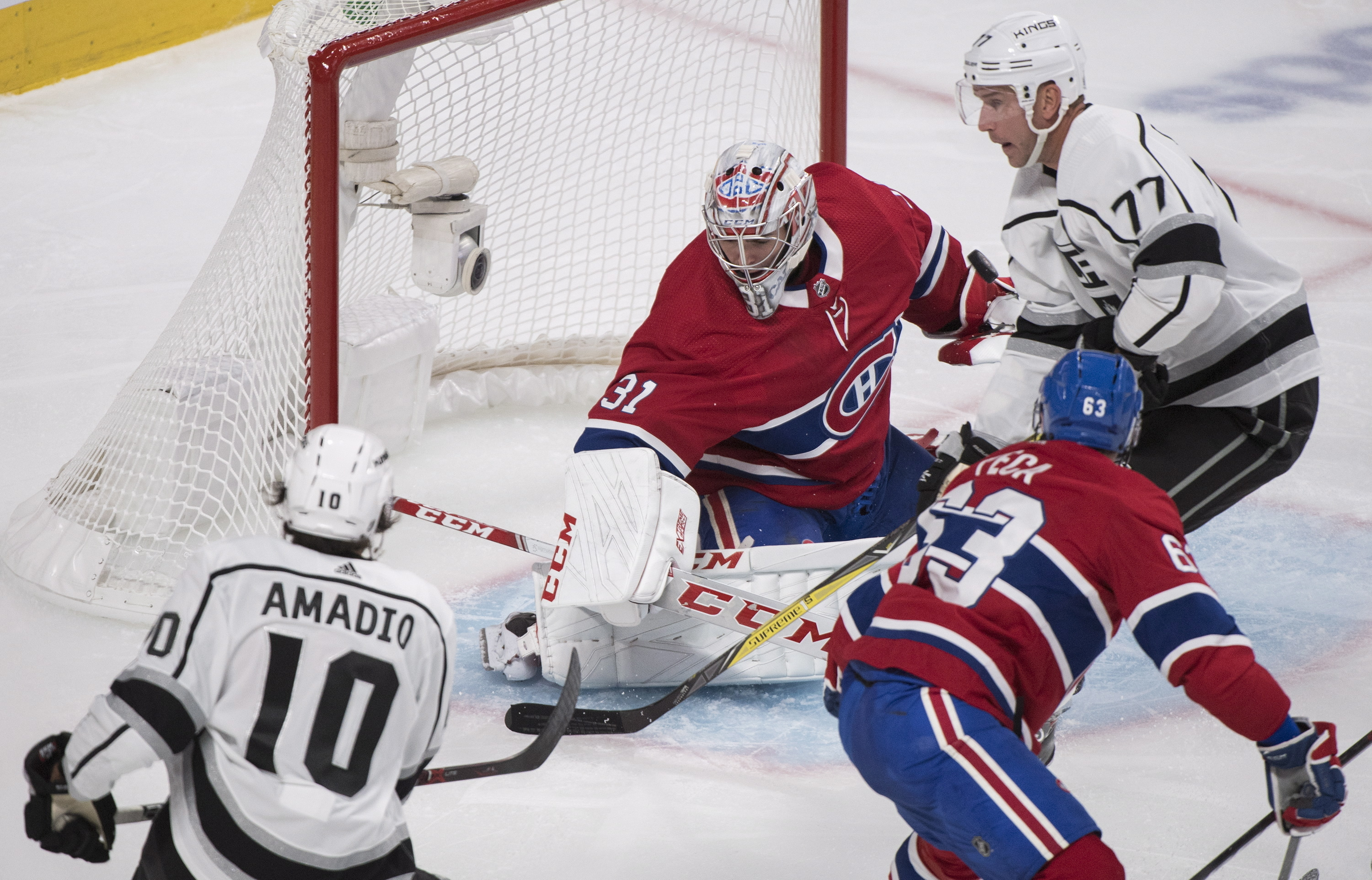 Campbell makes 40 saves, Kings beat Canadiens 3-0