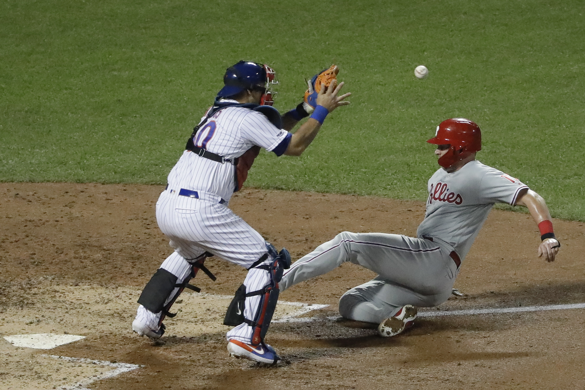 Bruce delivers, Phillies score 5 in 9th to beat Mets 7-2