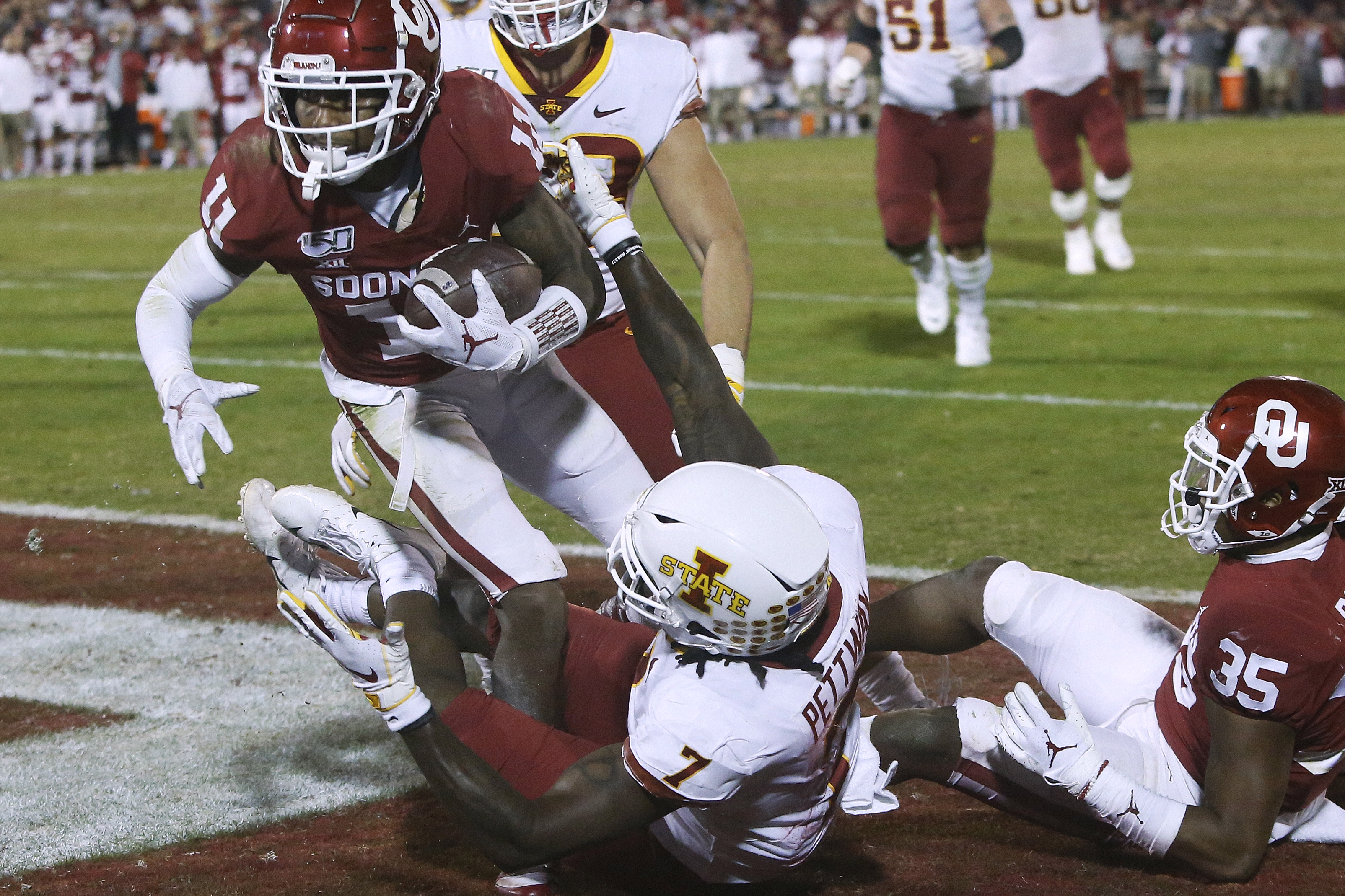 No. 9 Oklahoma escapes with 42-41 victory over Iowa State