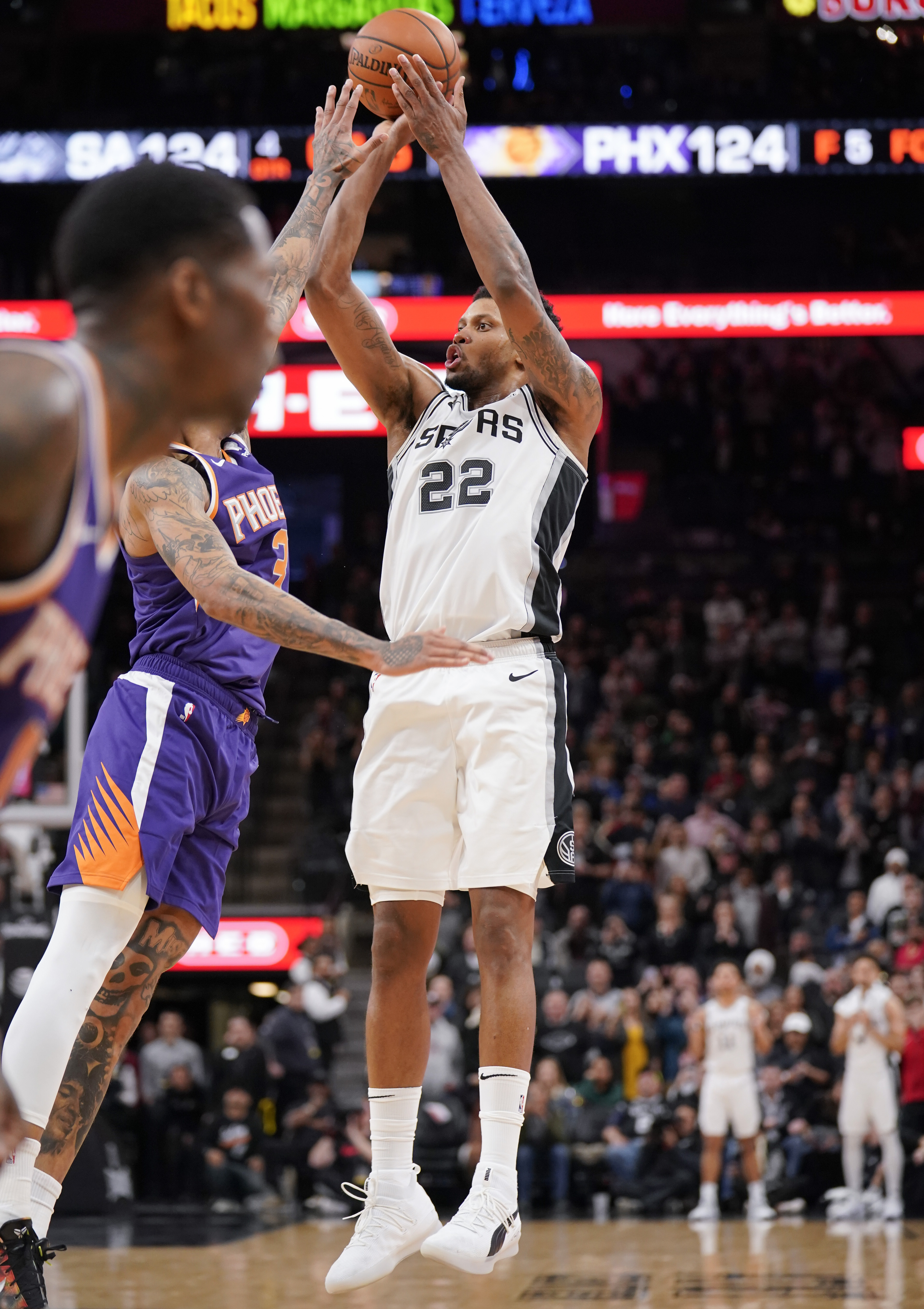 Gay's buzzer beater gives Spurs 126-124 win over Suns