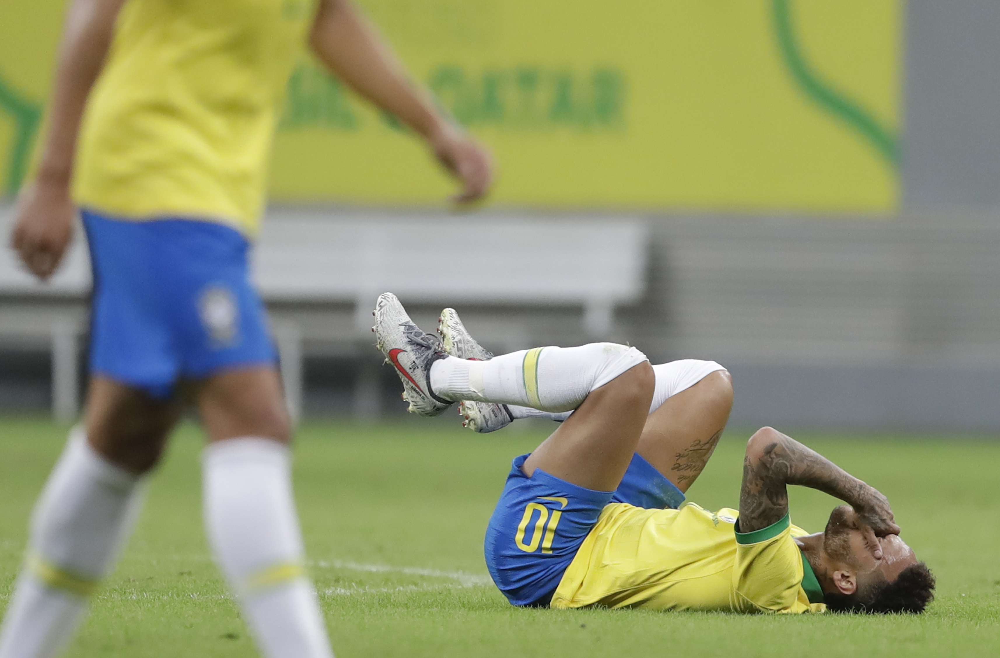 PSG says Neymar does not need surgery on injured right ankle