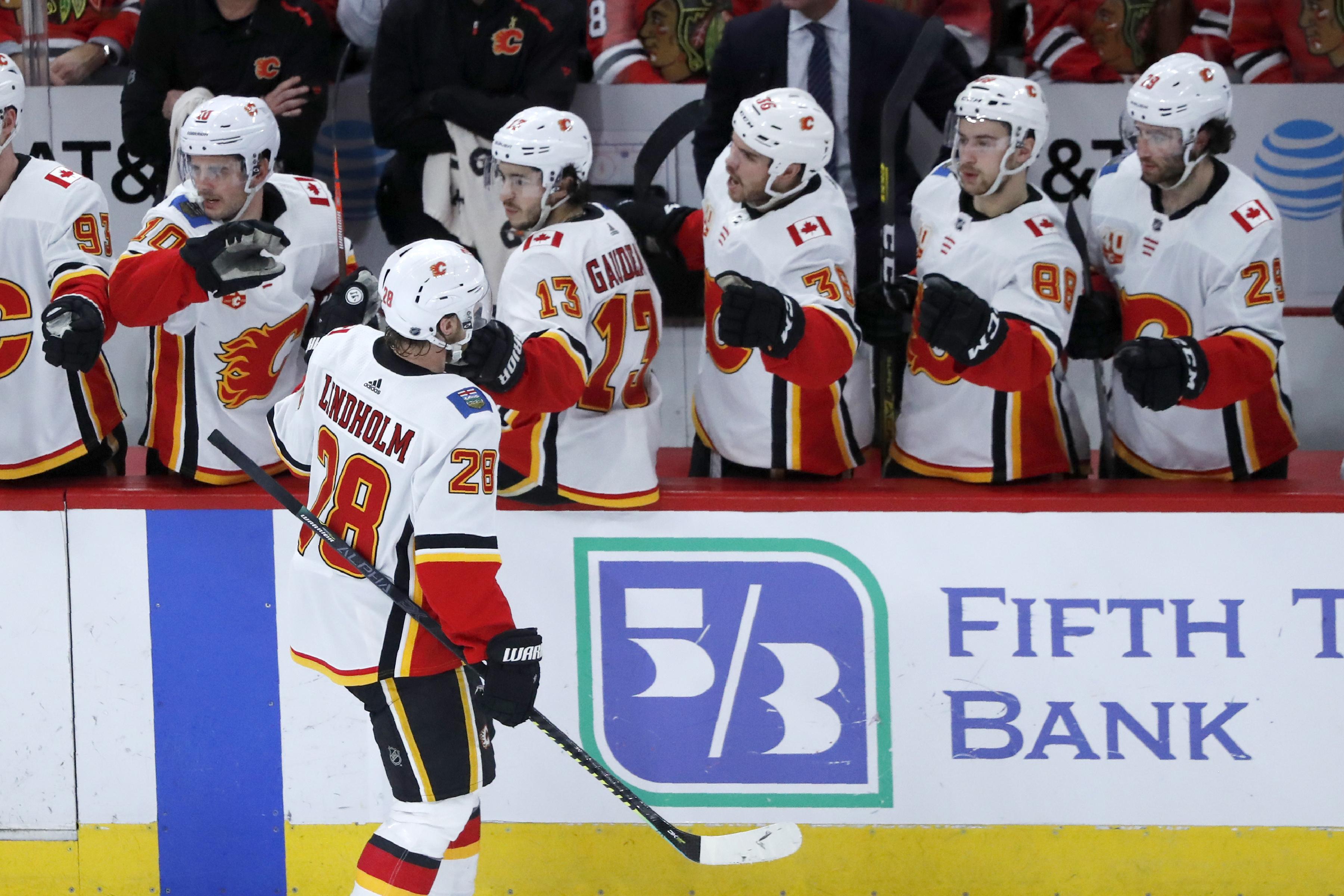 Lindholm leads Flames past Blackhawks 2-1