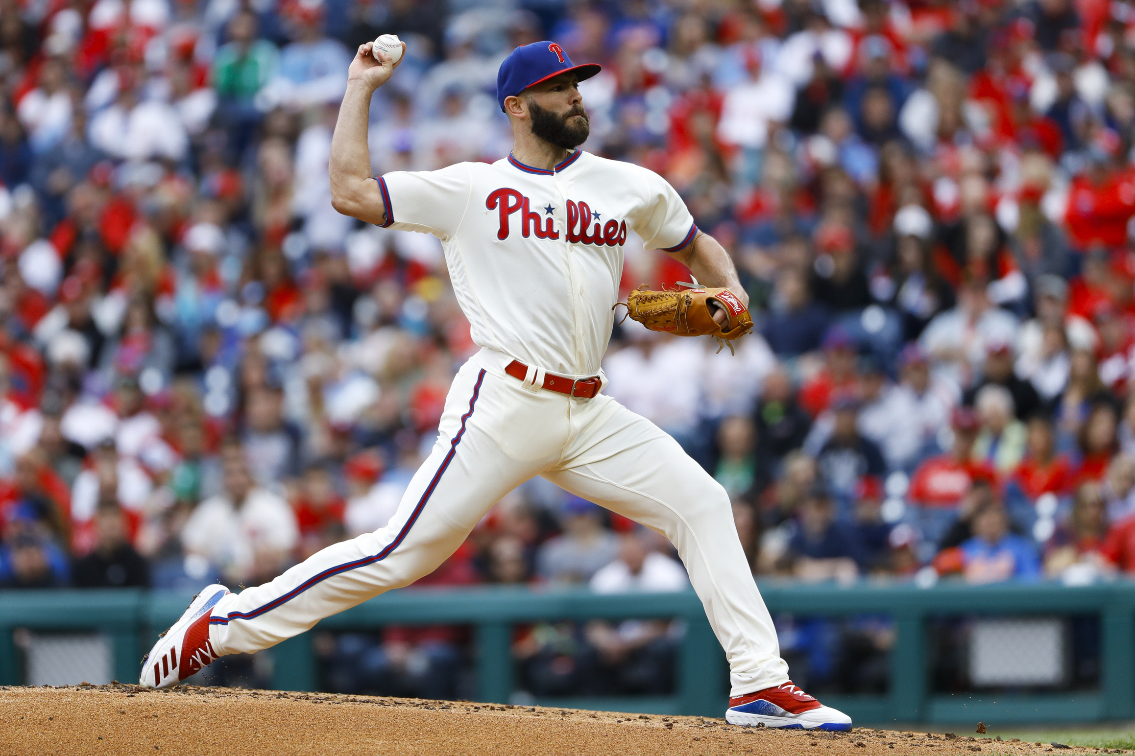 Arrieta pitches into 9th, Phillies hold off Mets 3-2
