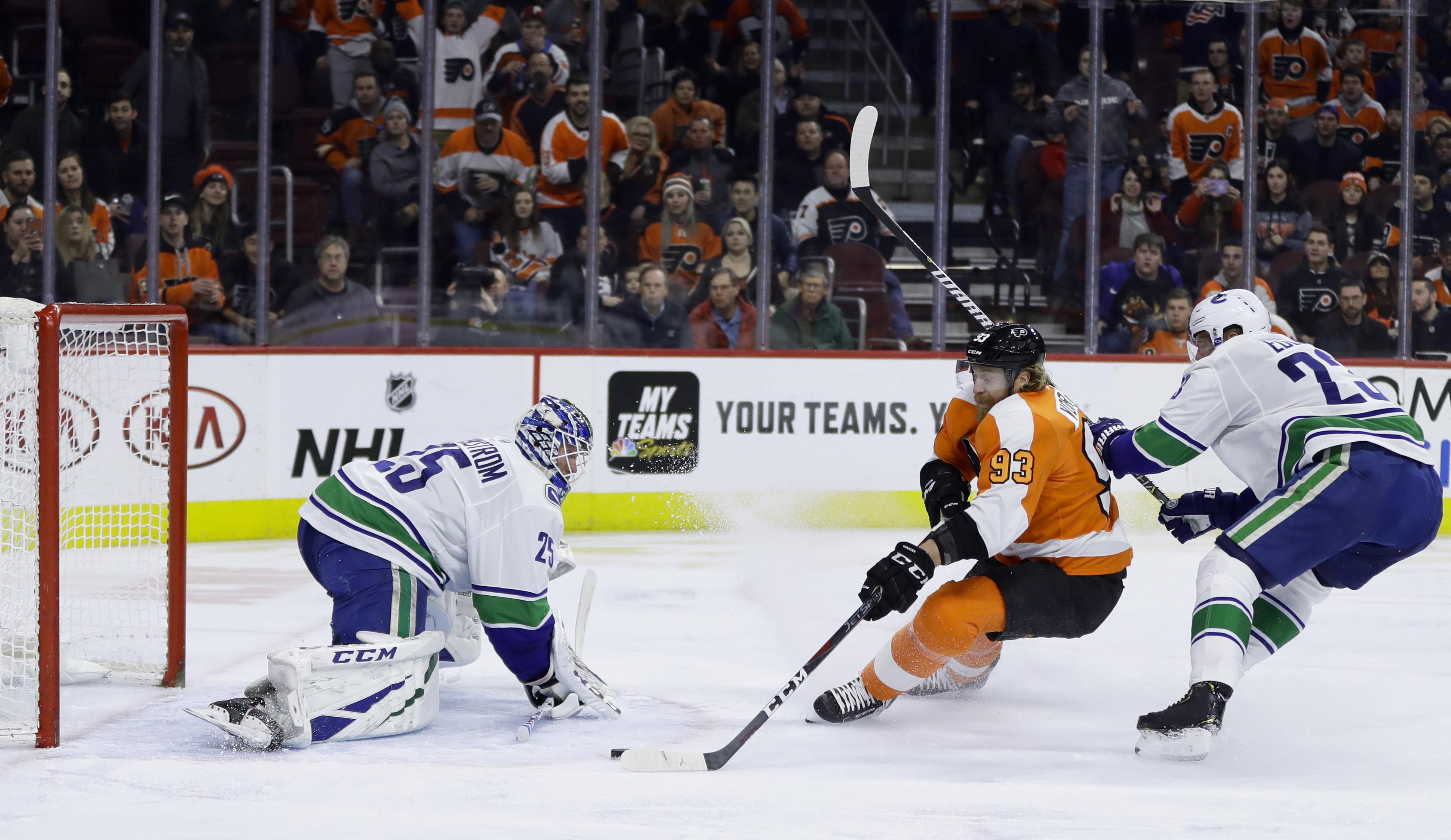 Hart, Voracek lead Flyers past Canucks for 8th straight win