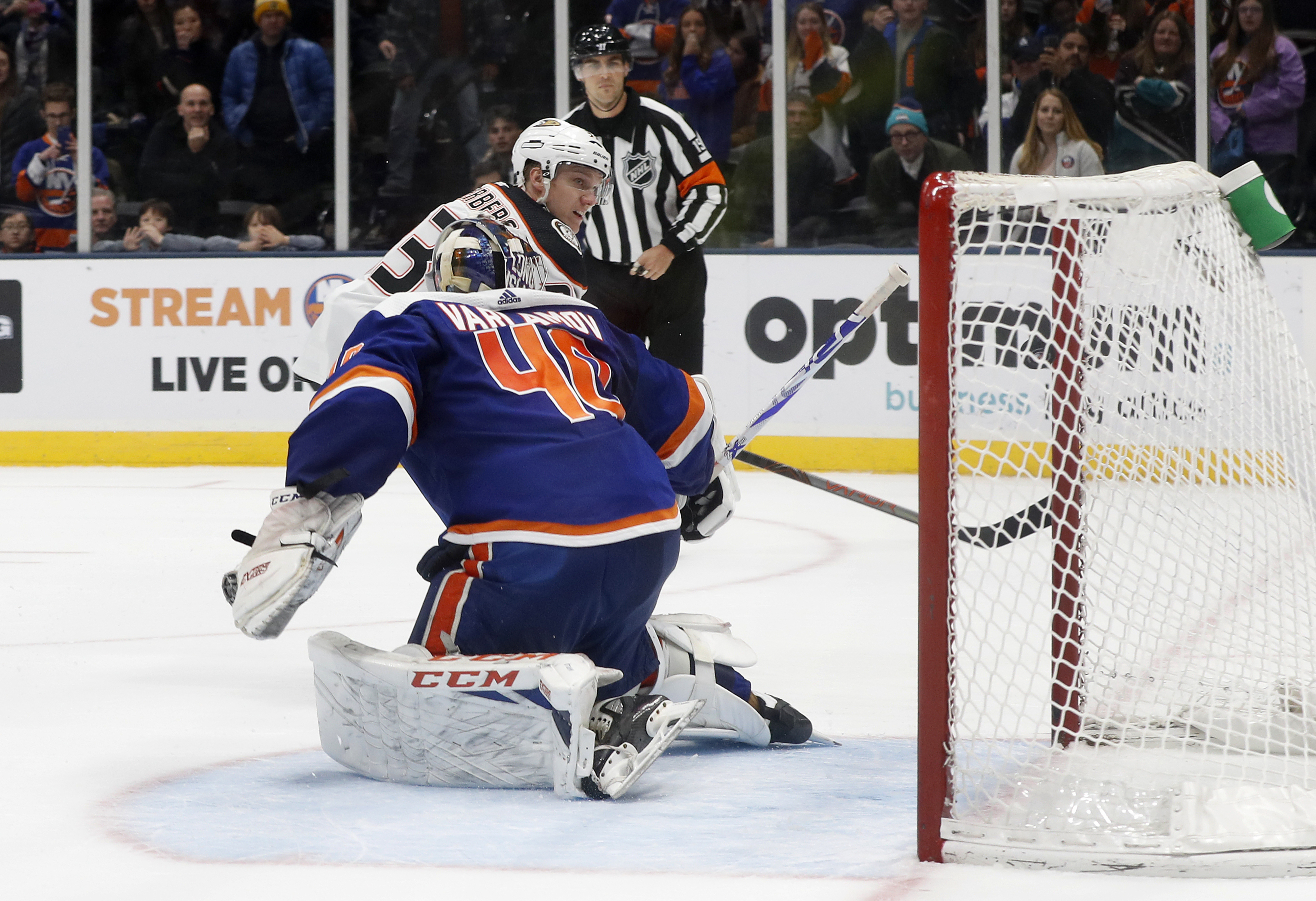 Silfverberg lifts Ducks past Islanders 6-5 in shootout