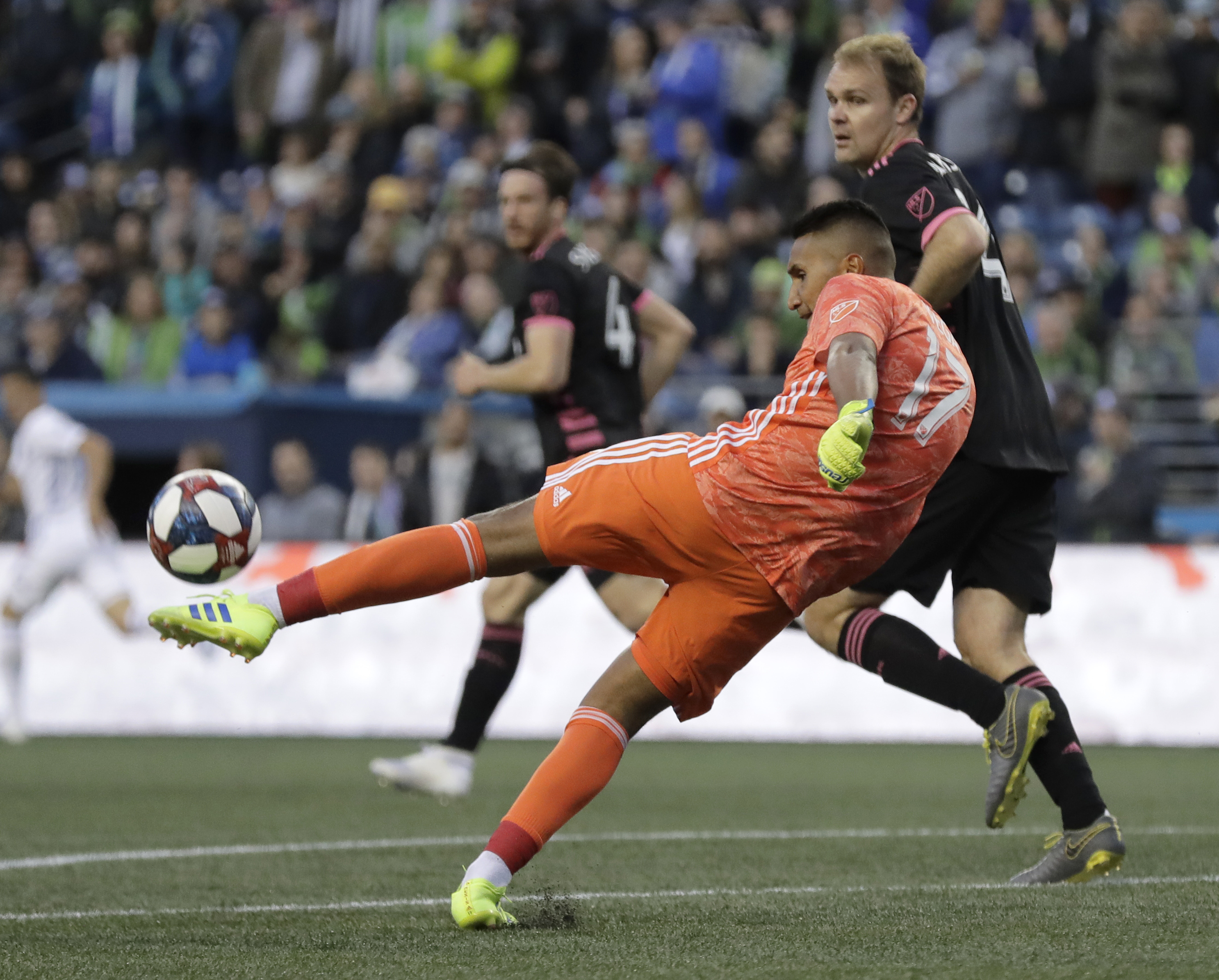 Sounders rally from two goals down, tie Earthquakes 2-2