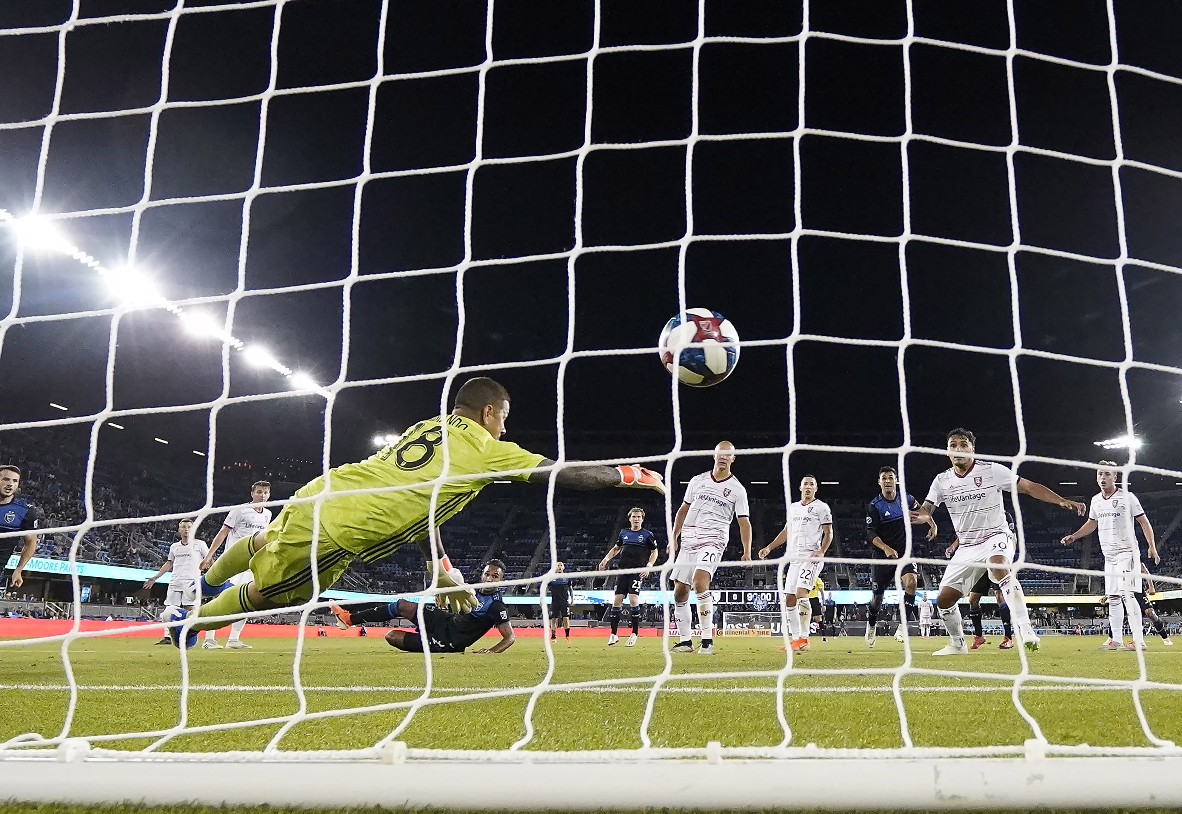 Hoesen's late goal lifts Quakes over Real Salt Lake 1-0