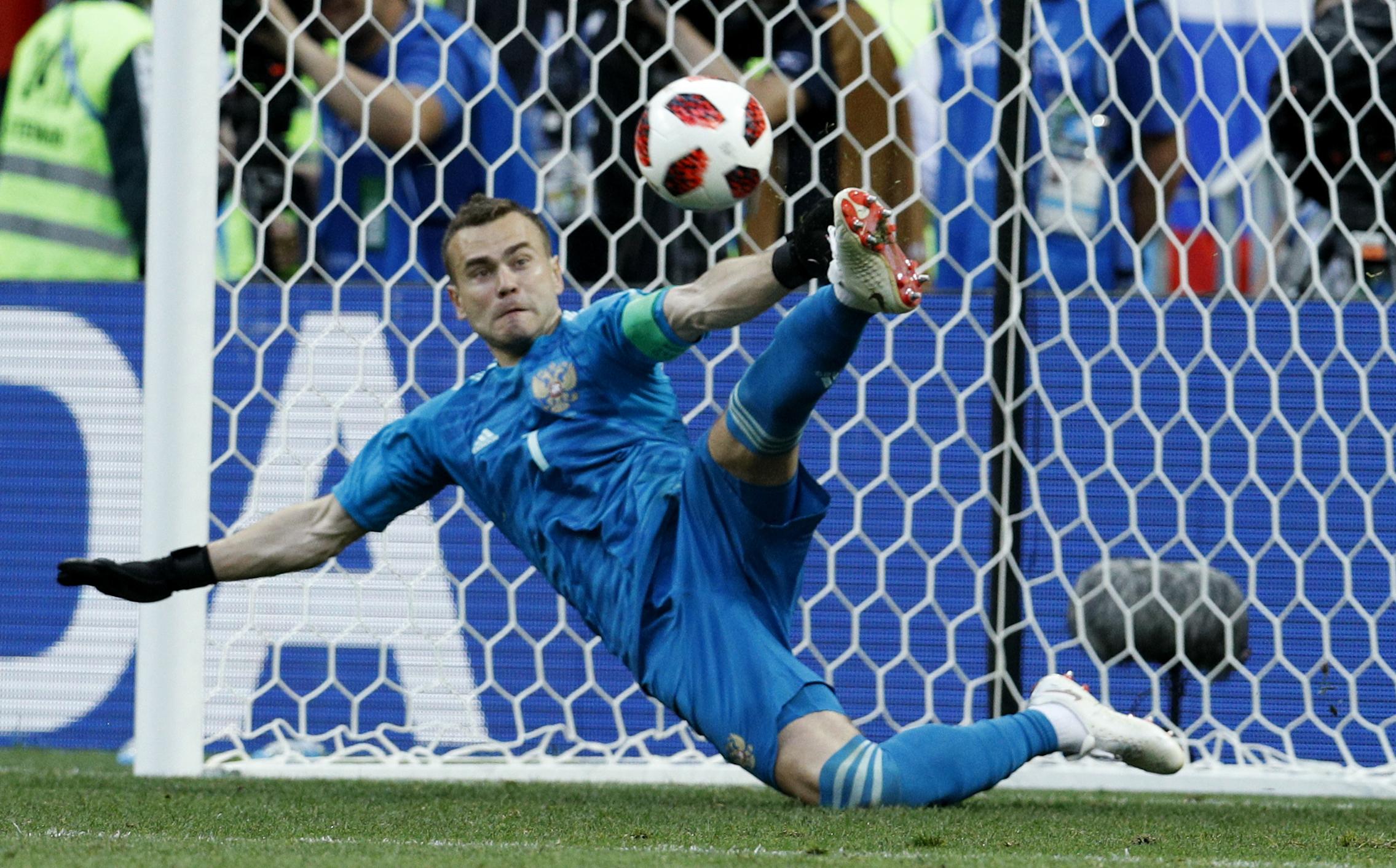 Russia goalkeeper Akinfeev ends 15-year national team duty
