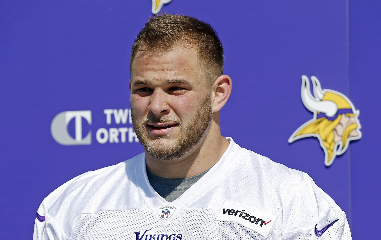 Cap-strapped Vikings sign 1st-round pick Garrett Bradbury