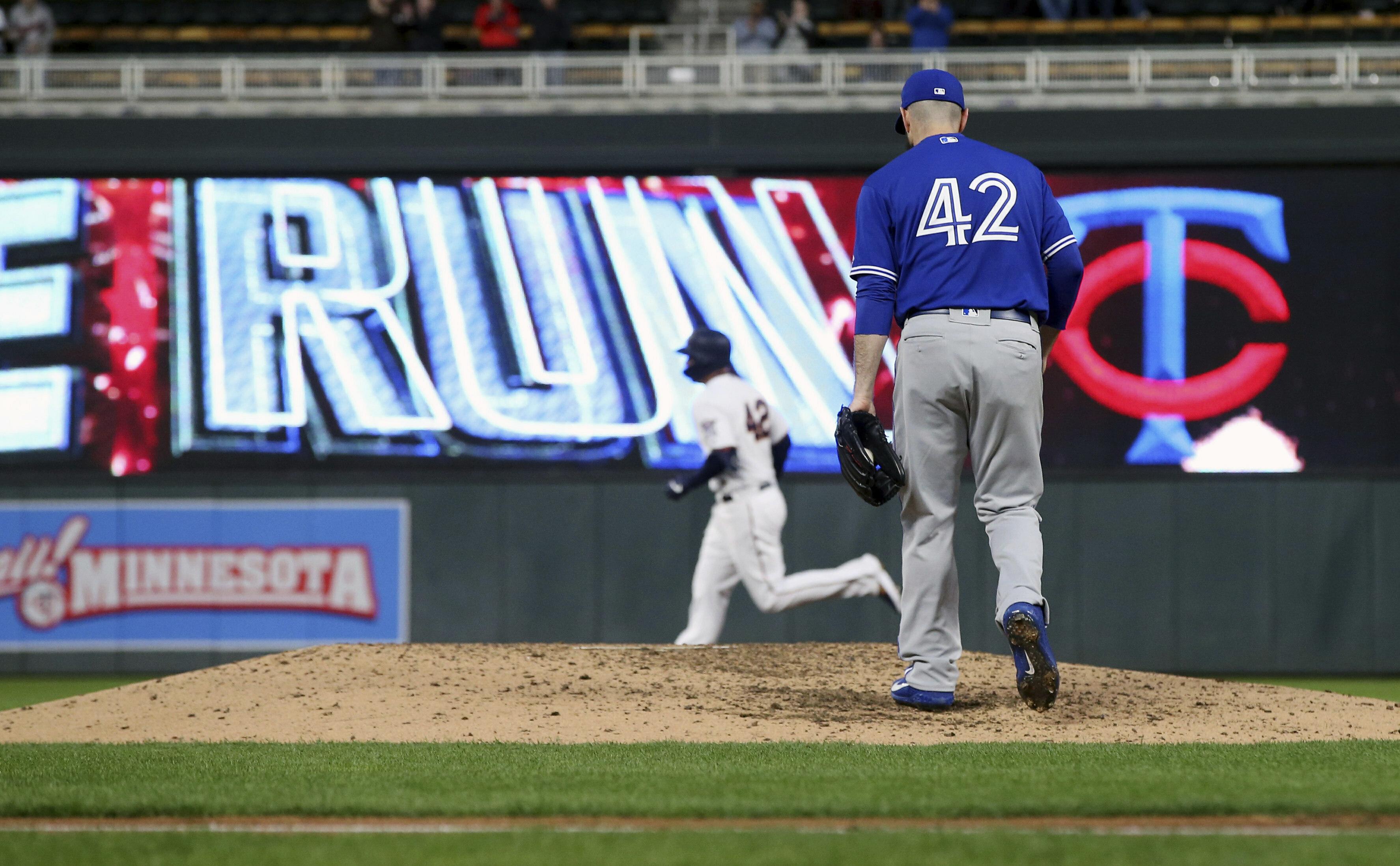 Hernandez's 3-run homer lifts Blue Jays past Twins 5-3