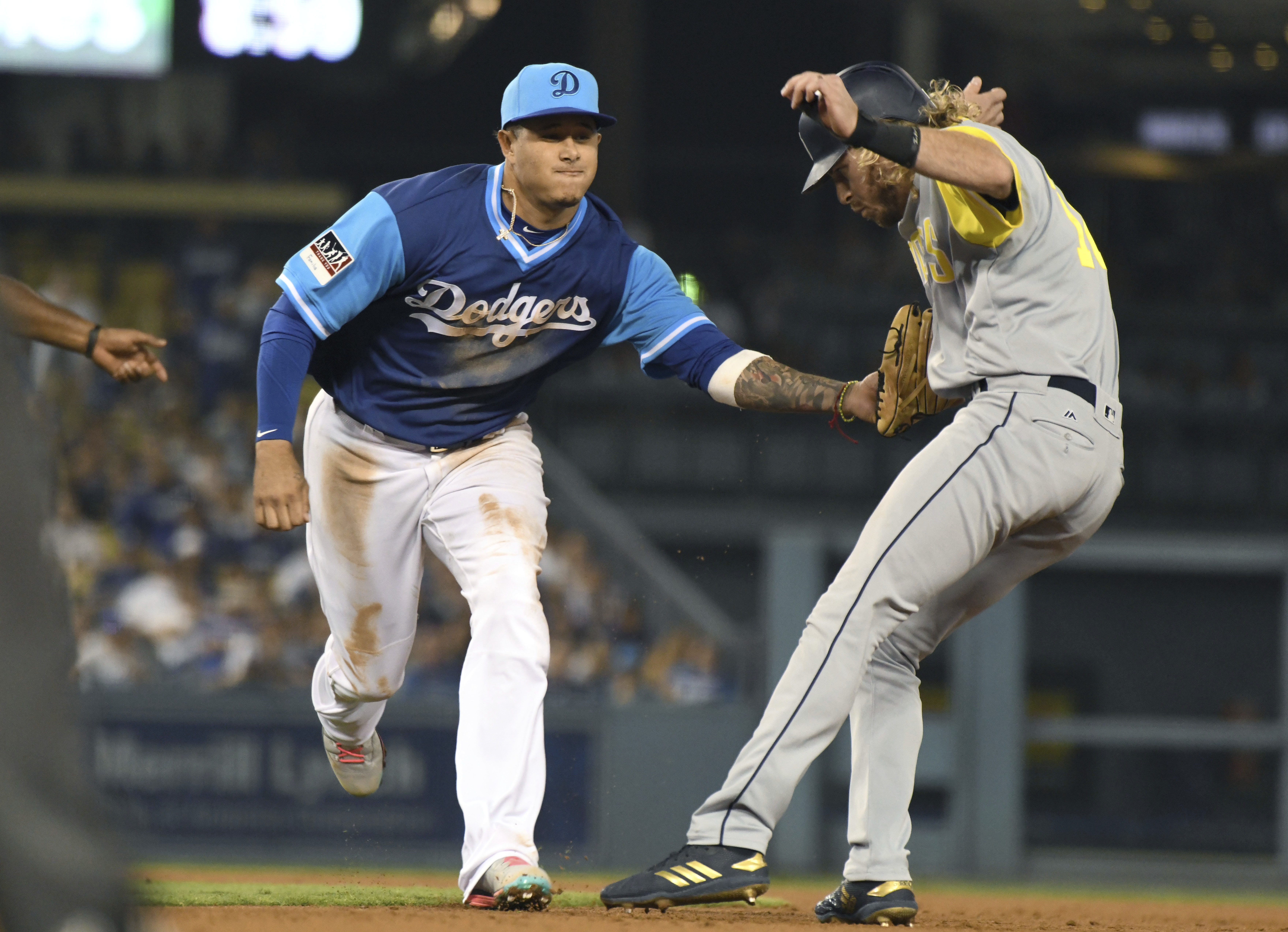 Turner's bloop RBI double in 12th lifts Dodgers past Padres