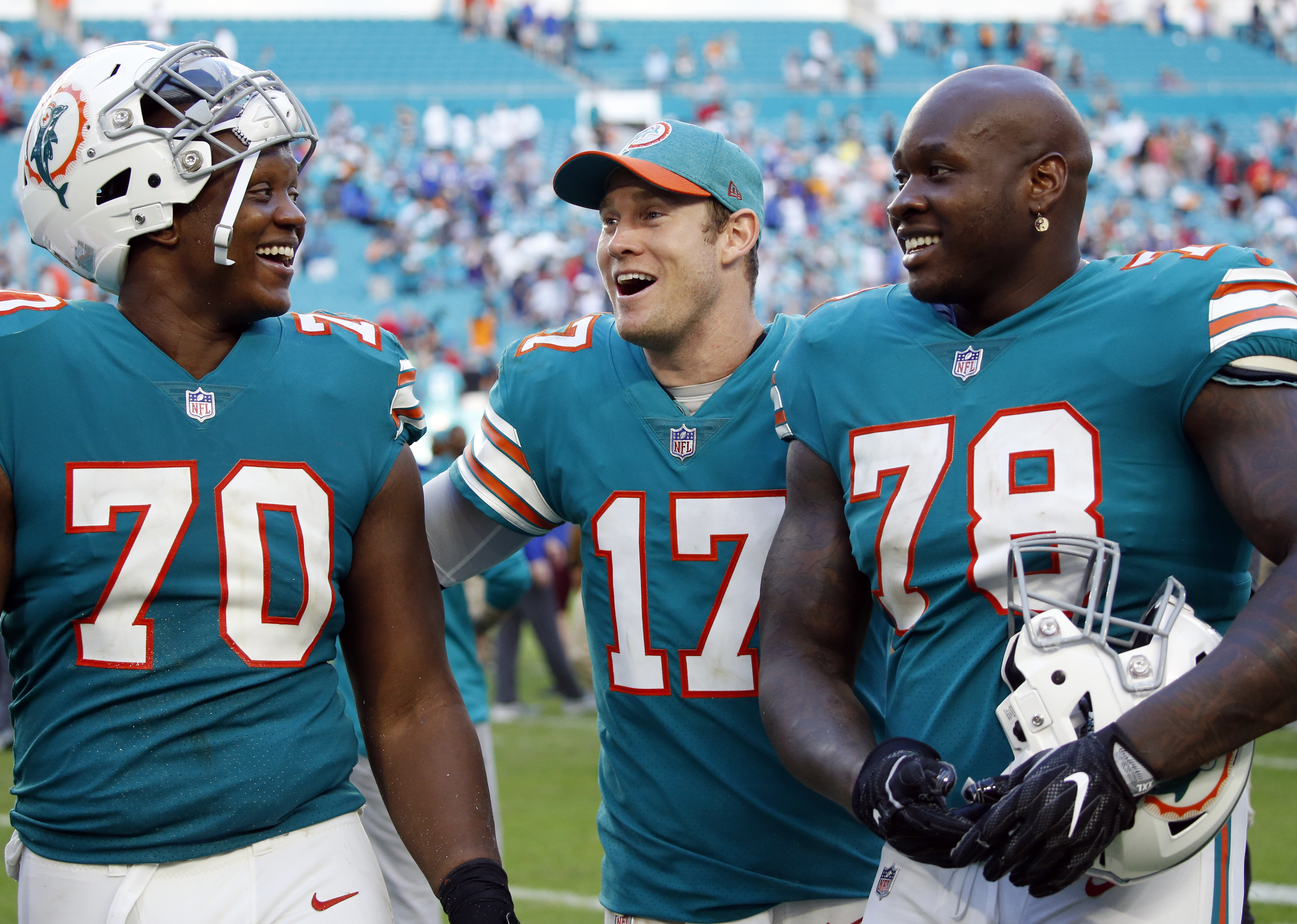 Phillips penalty hurts as Bills lose to Dolphins 21-17