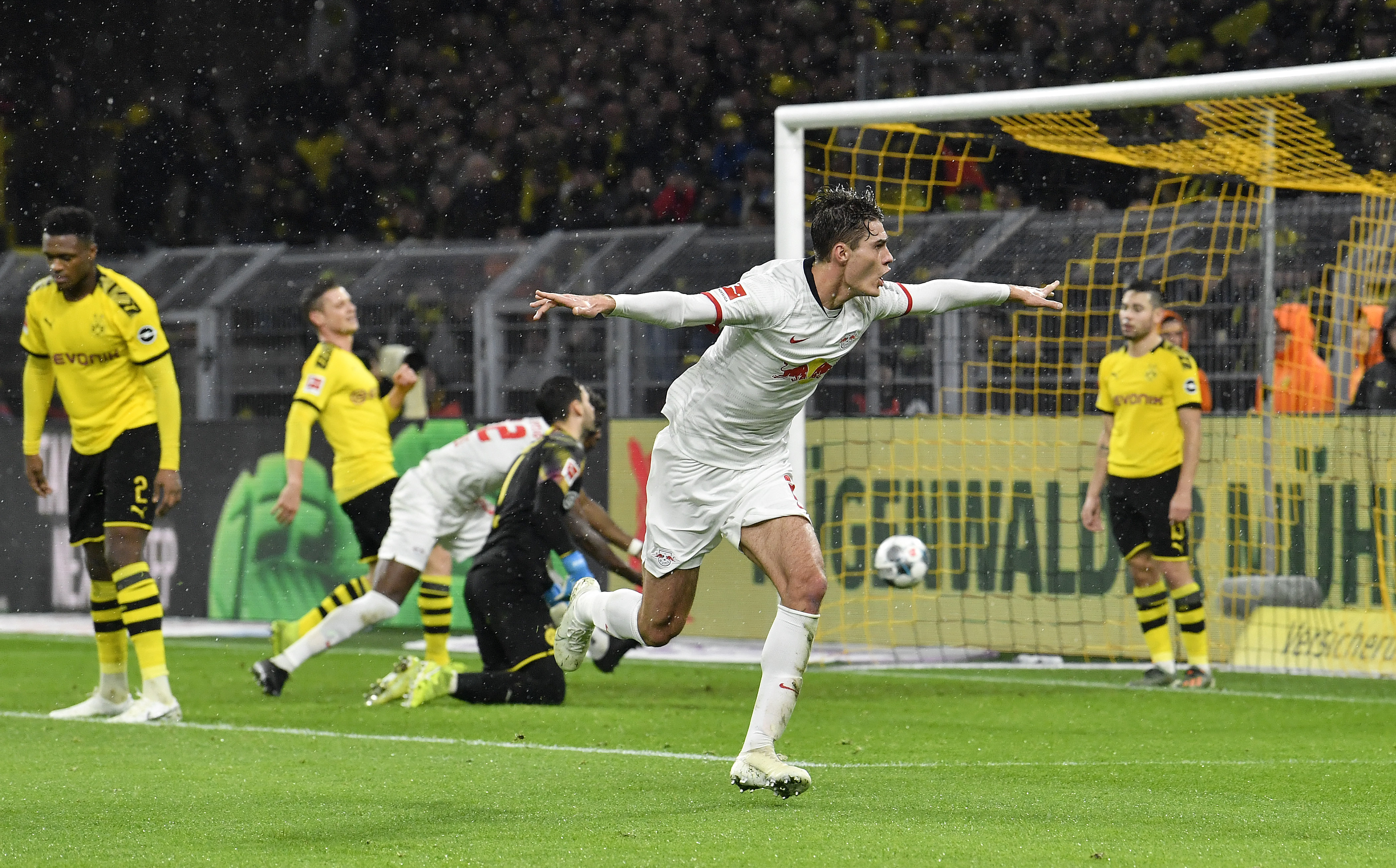 Dortmund's mistakes let Leipzig draw 3-3, consolidate lead