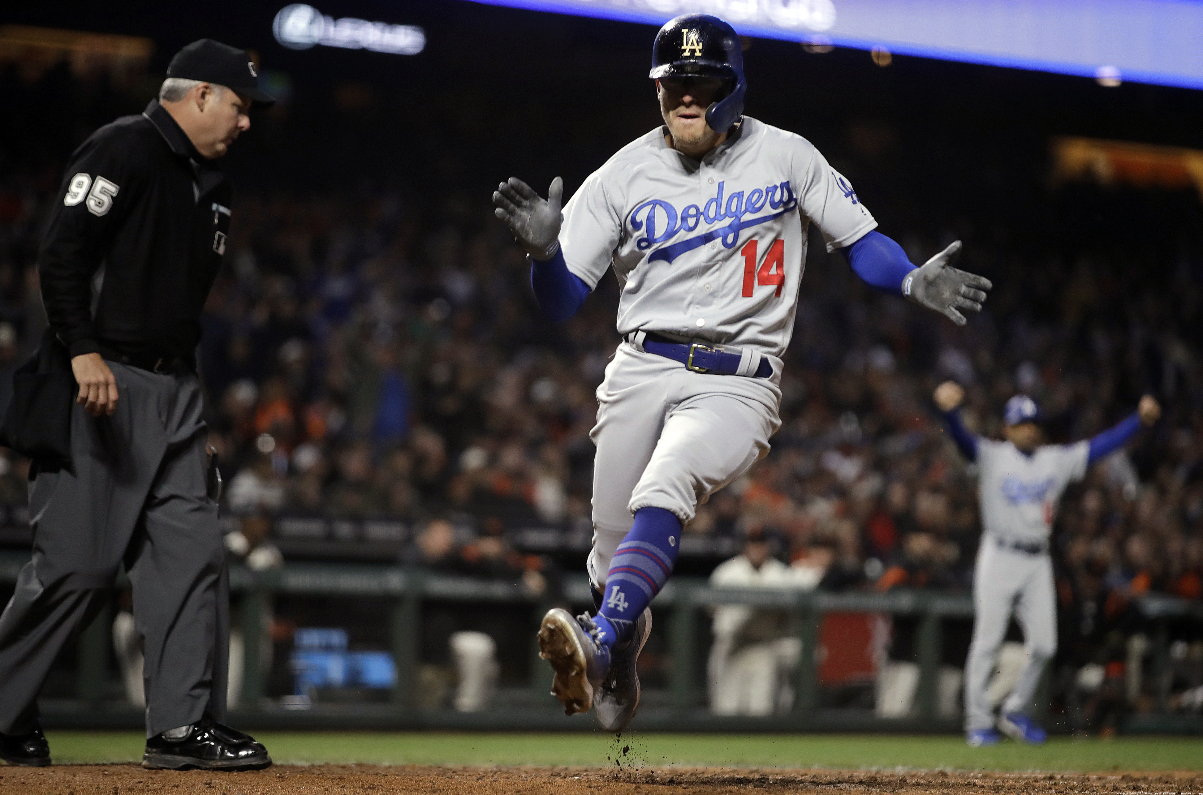 Posey's hit sends Giants to 2-1 win over Dodgers