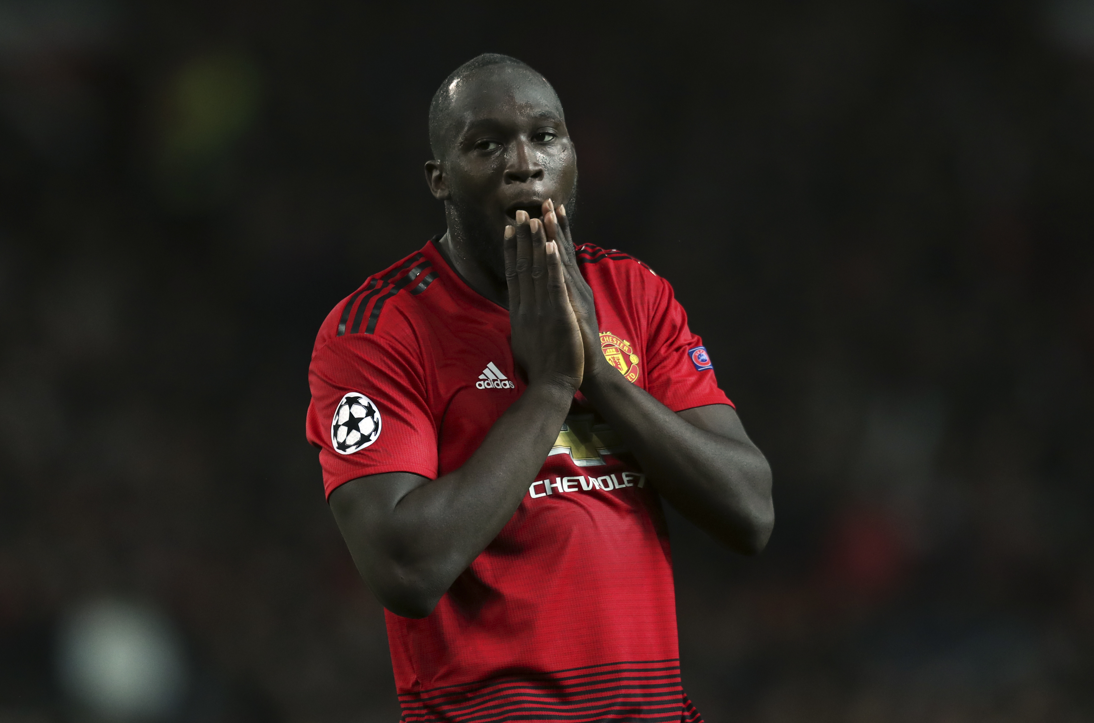 United stutters to 0-0 draw vs Valencia after arriving late