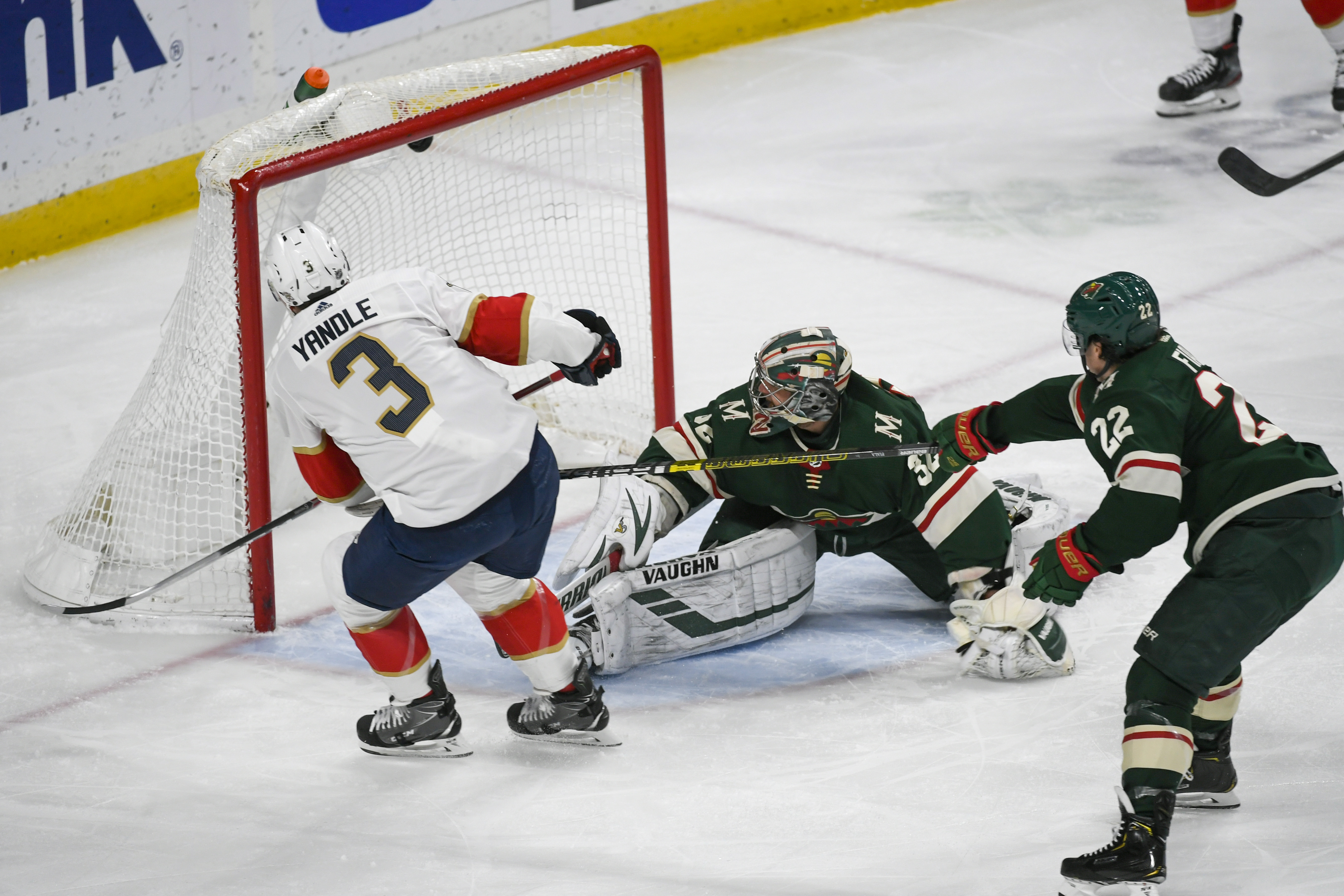 Acciari scores with 5.6 seconds left, Panthers beat Wild 5-4