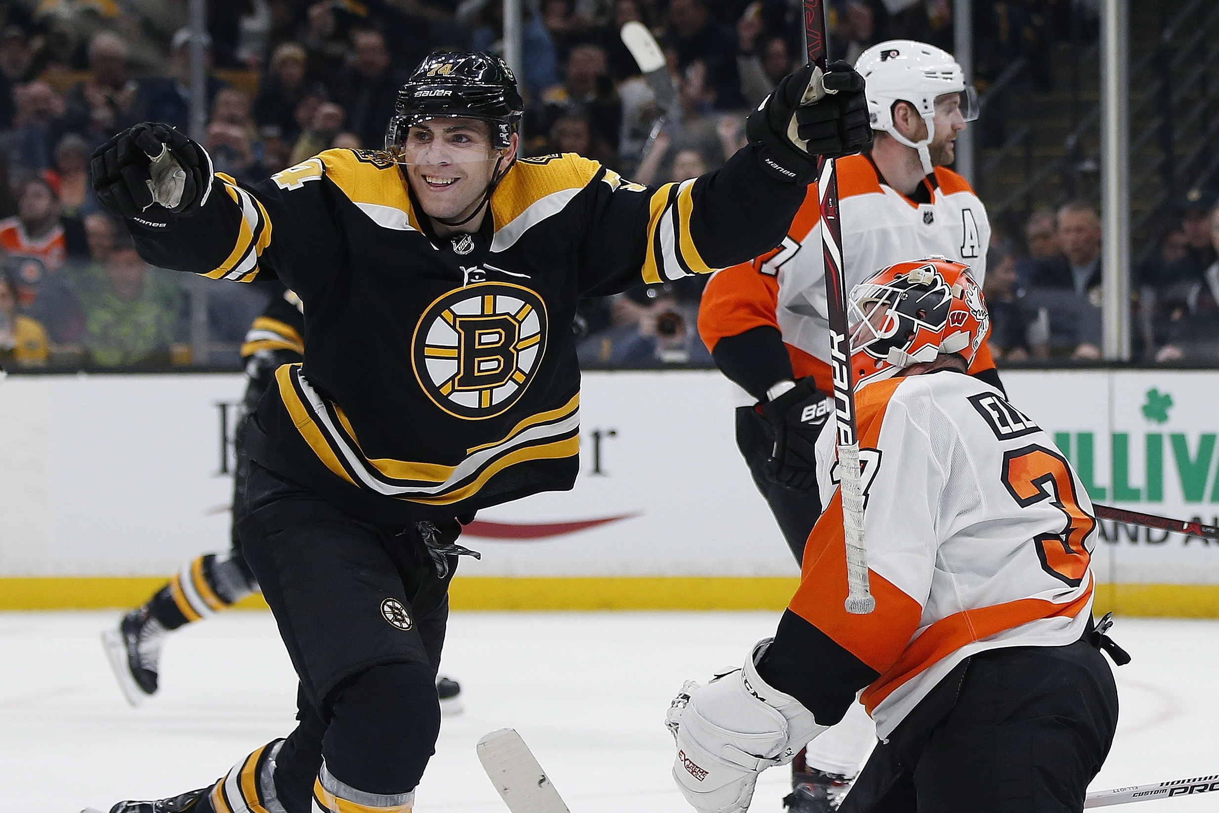 Chara scores twice, Halak stops 26 and Bruins top Flyers 3-0