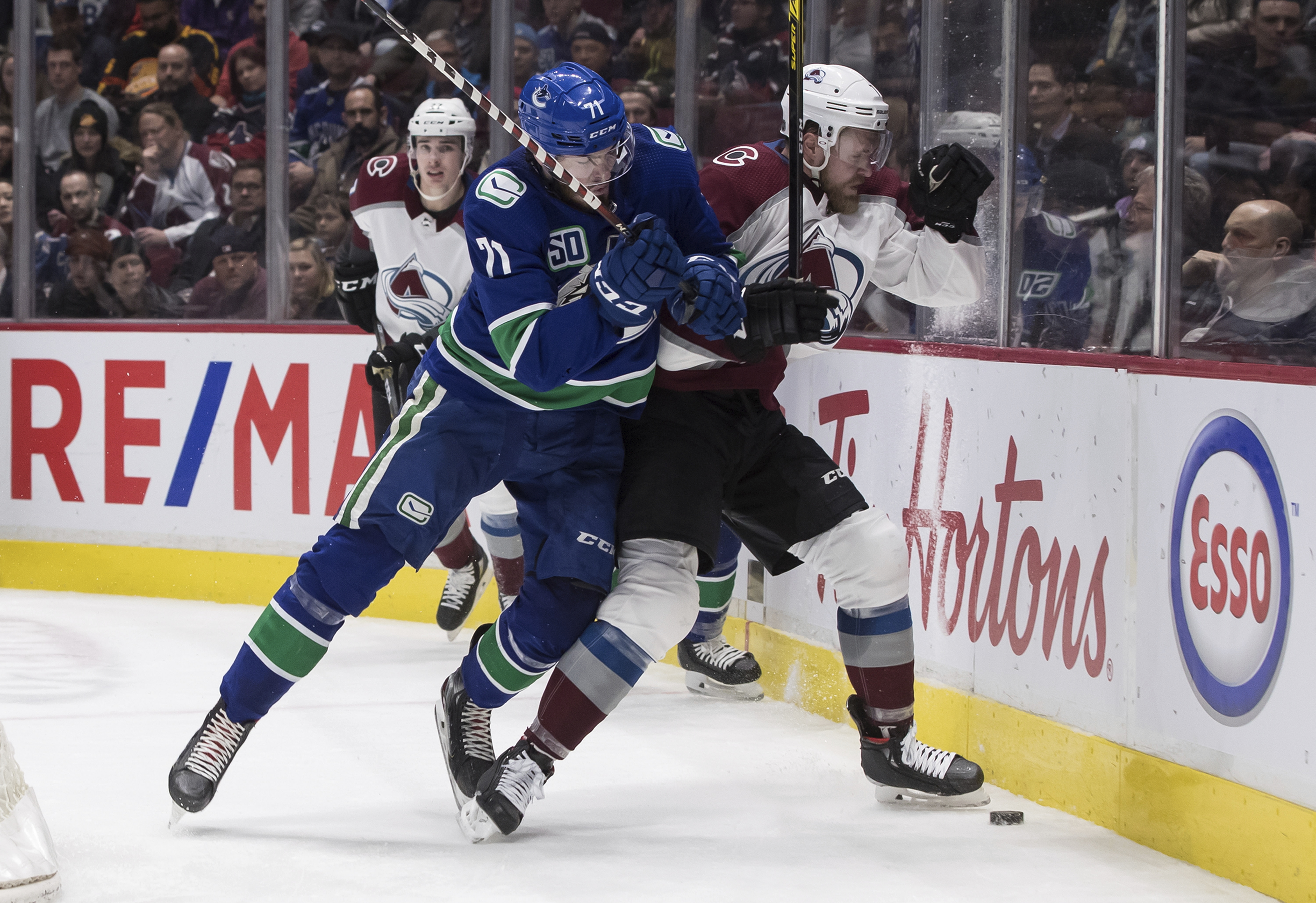 MacEwen scores 2, Canucks double up Avalanche 6-3