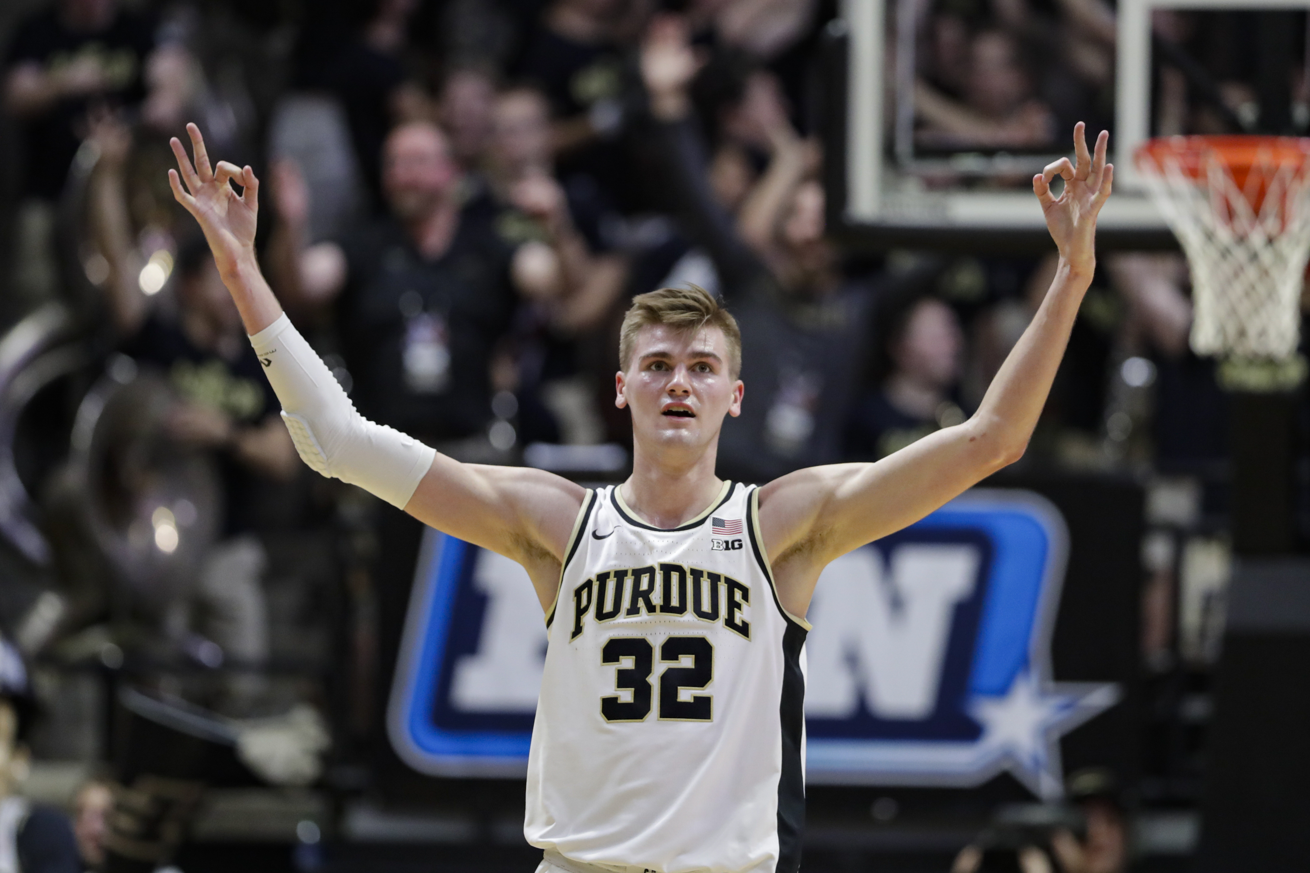Purdue routs No. 17 Iowa 104-68 in offensive outburst
