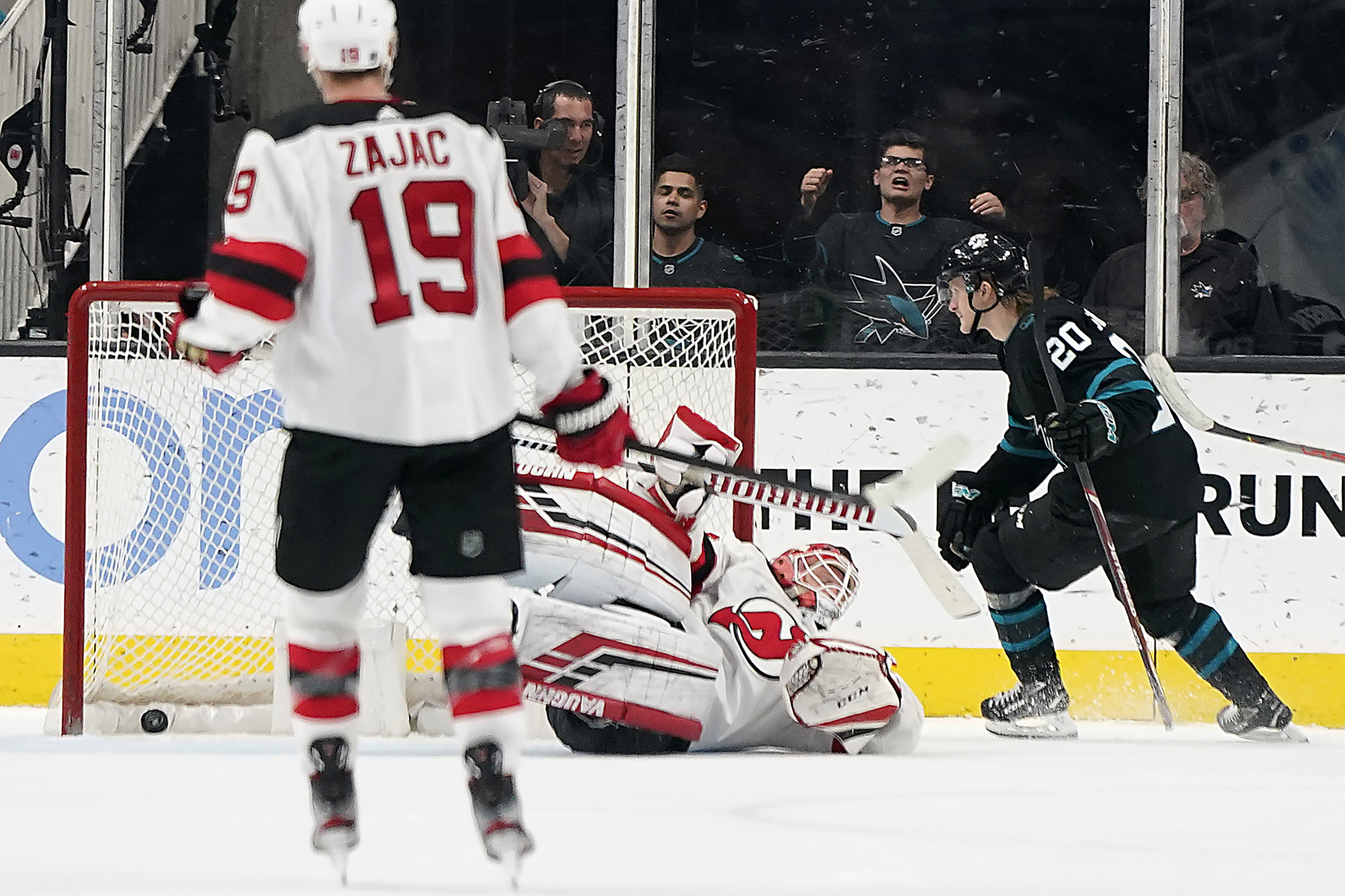 Couture scores in OT as Sharks top Devils 3-2