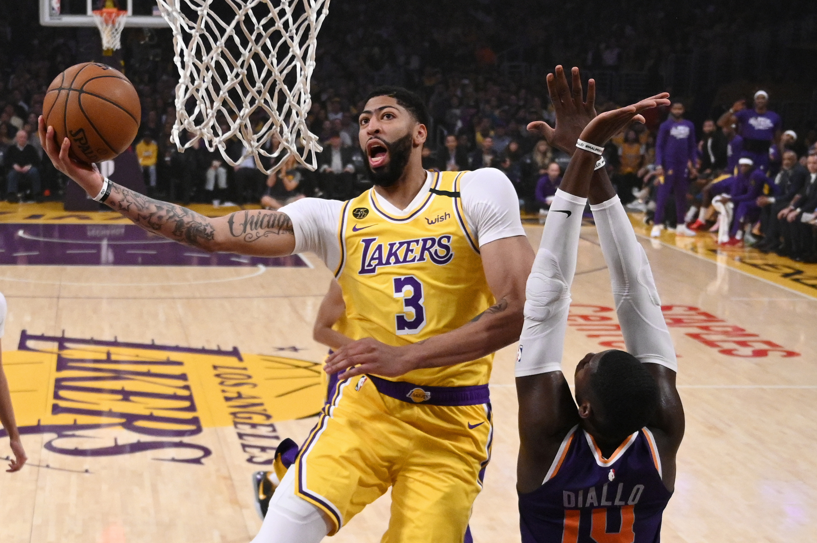 Rondo, Davis lead Lakers to 125-100 rout of Suns