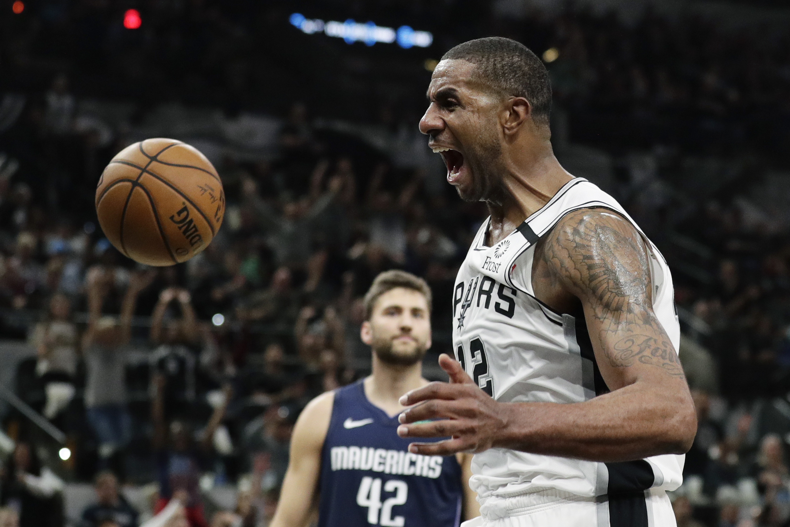 Aldridge's return helps Spurs rally past Mavericks, 119-109