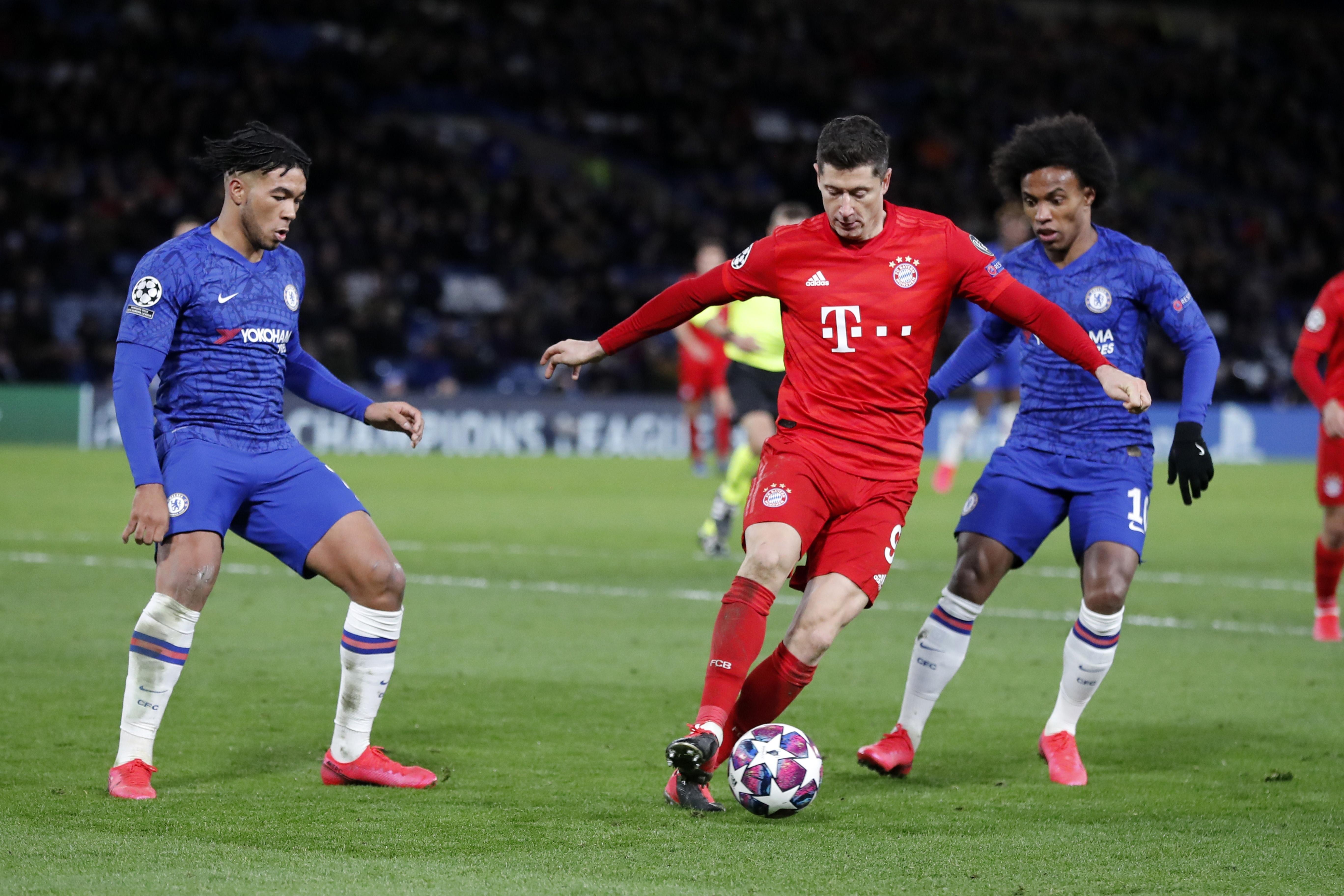 Bayern striker Lewandowski ruled out 4 weeks with fracture