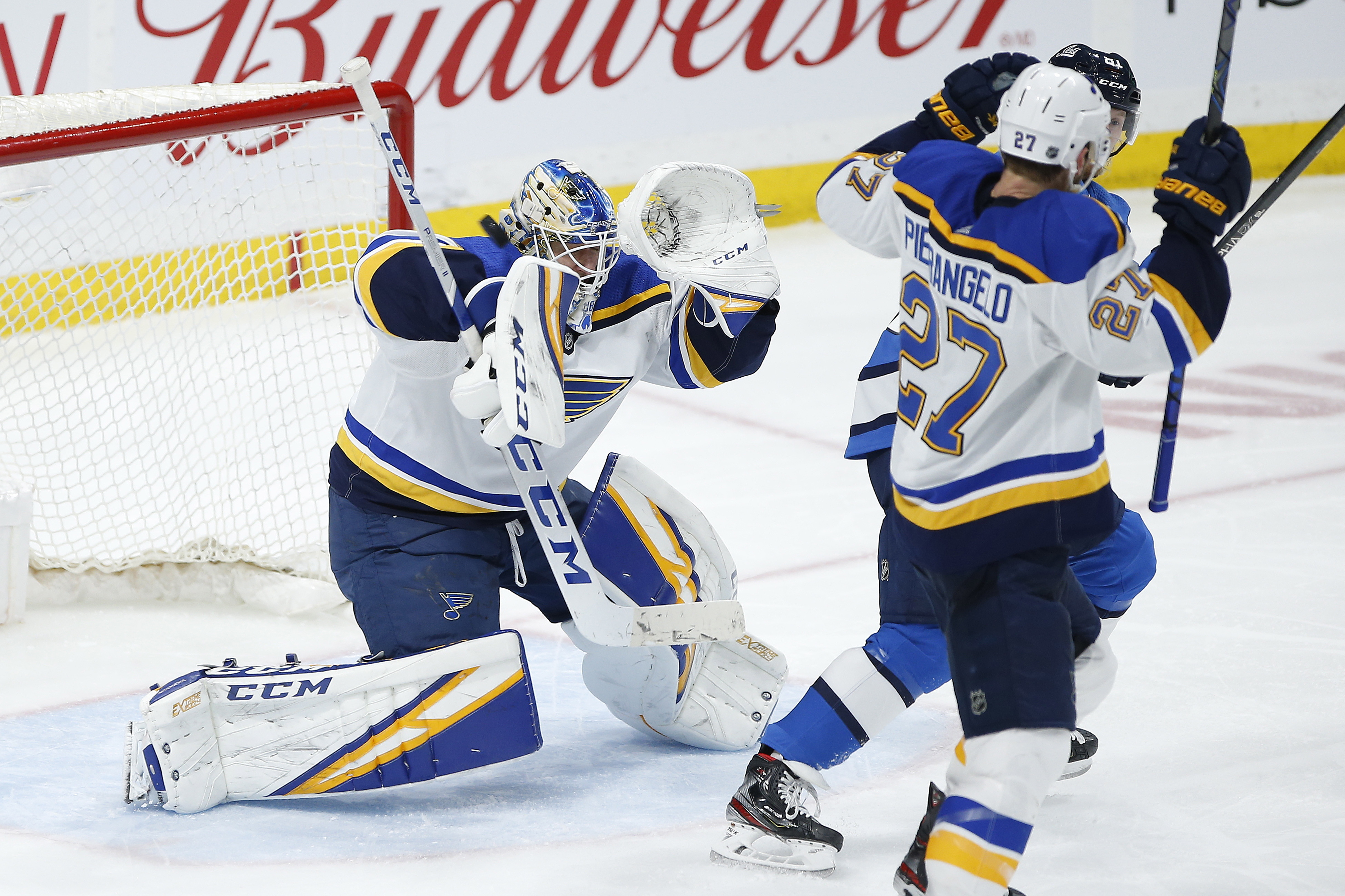 Roslovic's 3-point game leads Jets past Blues 5-2