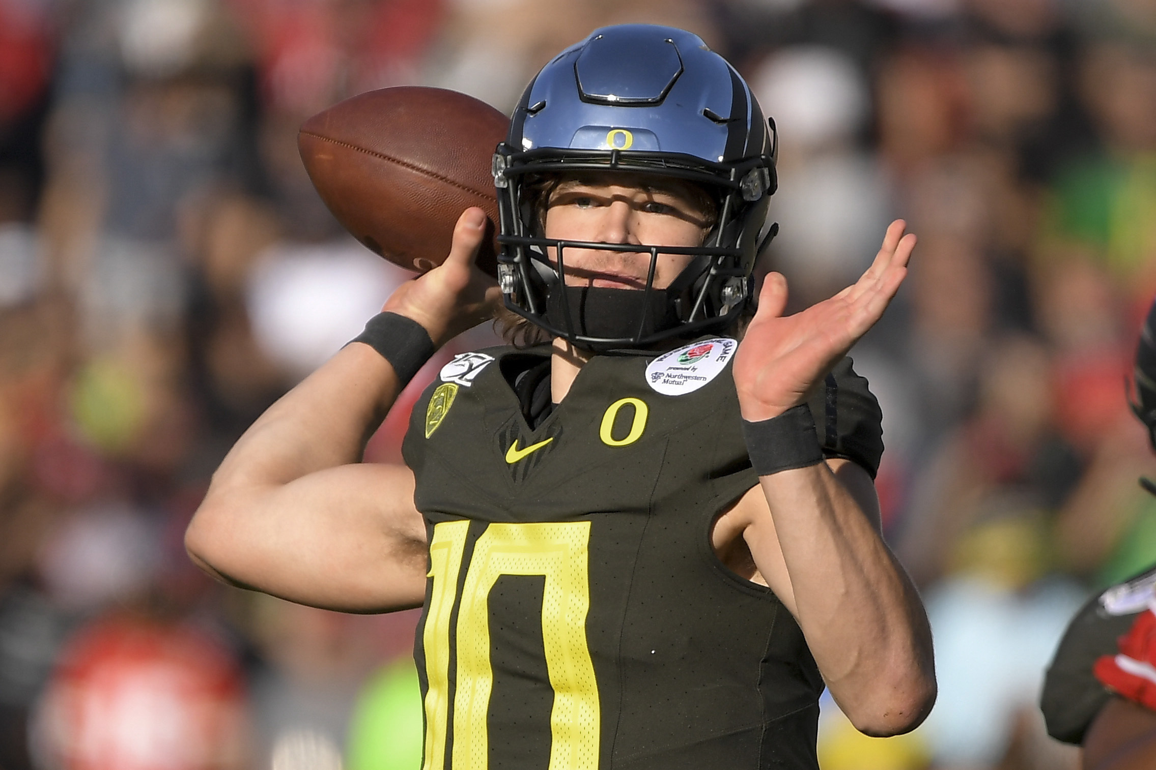 Justin Herbert's 2 brothers serve as his spotters, receivers