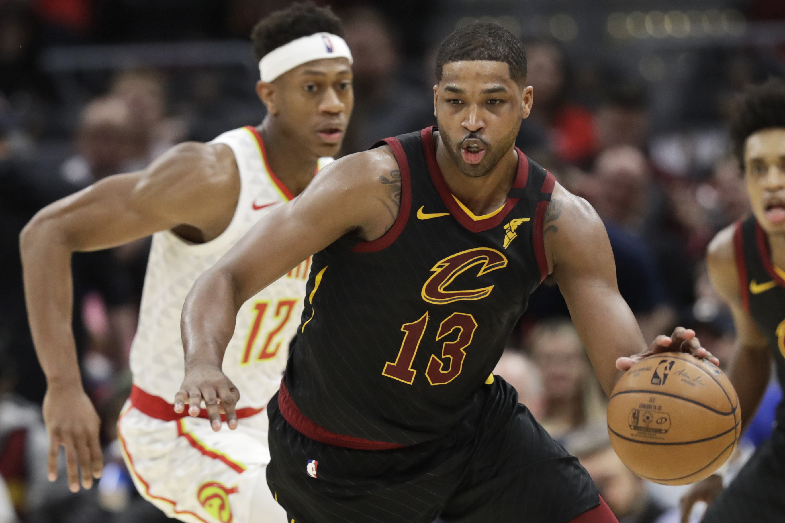 Cavaliers end 12-game home skid, beat Hawks 127-105