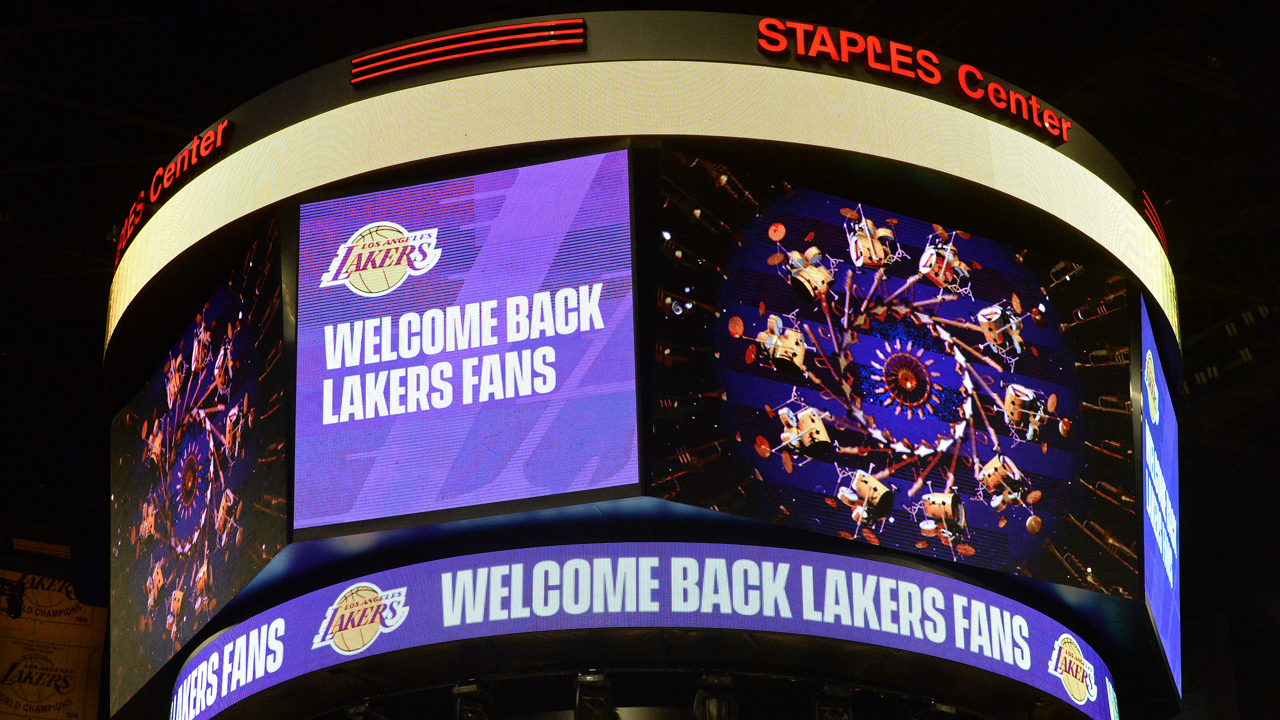 Fans' return to Staples Center a welcome sight for the Lakers